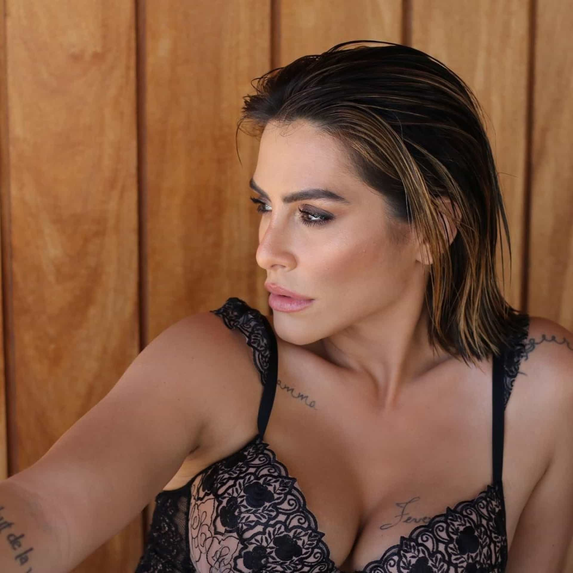 Cleo Pires 'aumenta as temperaturas' com fotos ousadas