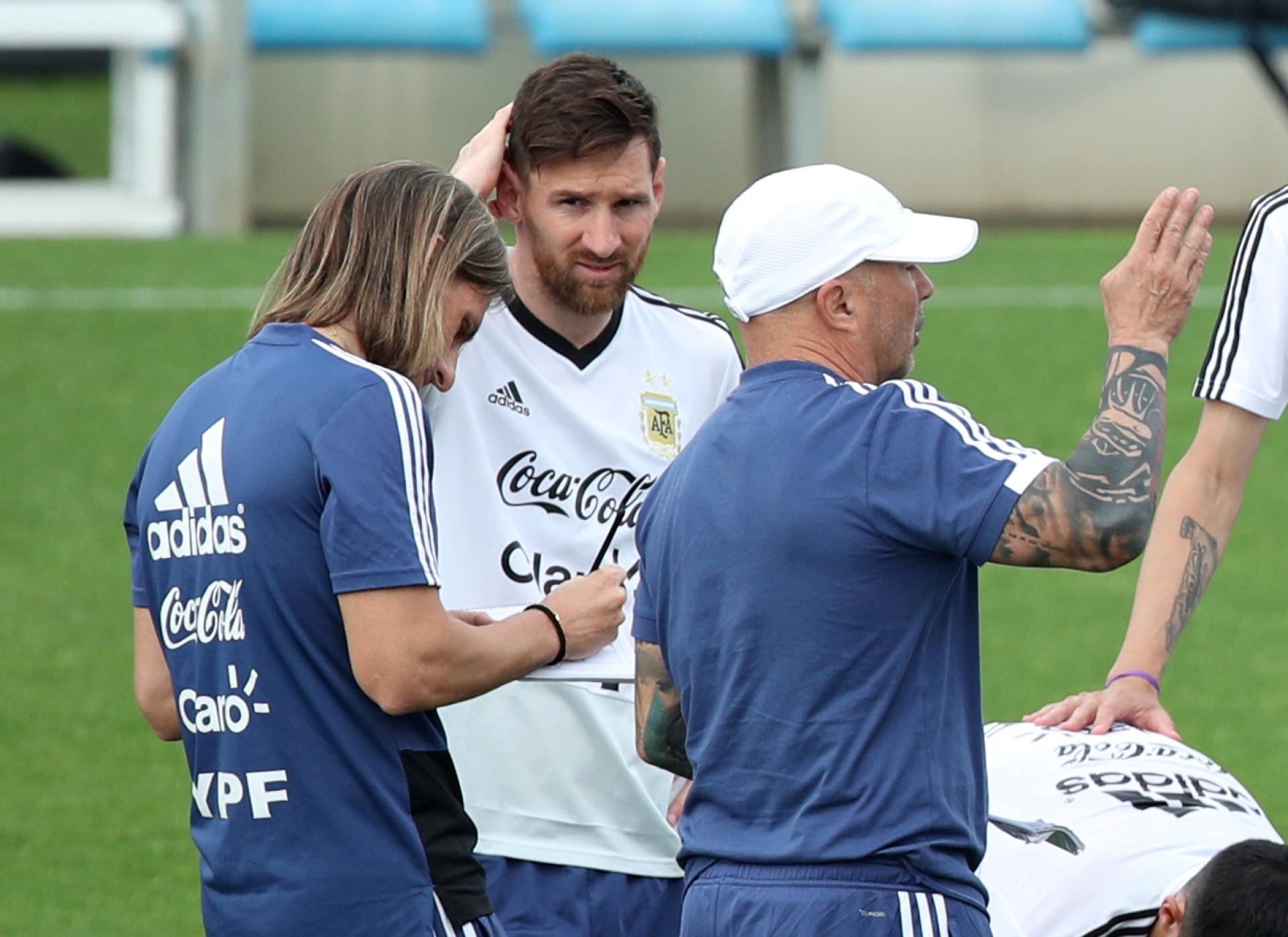 Lá fora: Entrevista de Messi e drama de Rose dominam atenções