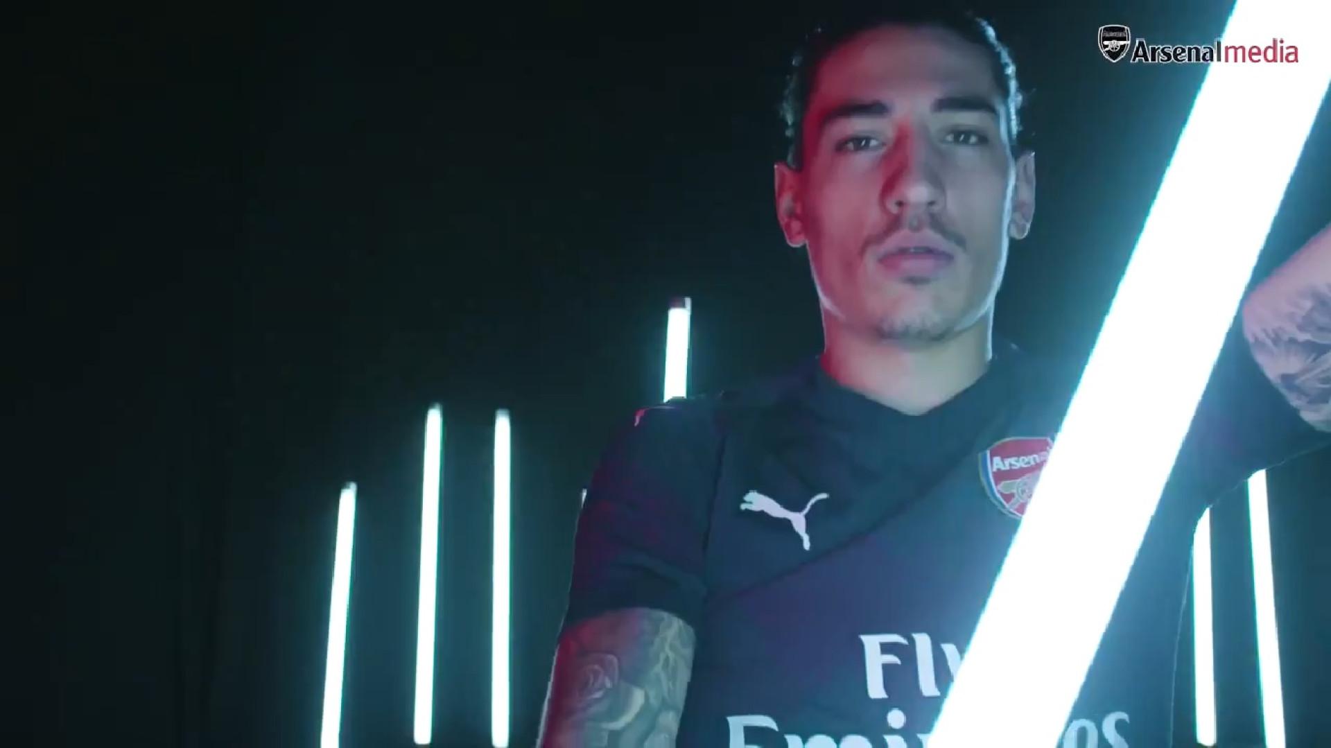 Arsenal divulga equipamento alternativo nas redes sociais