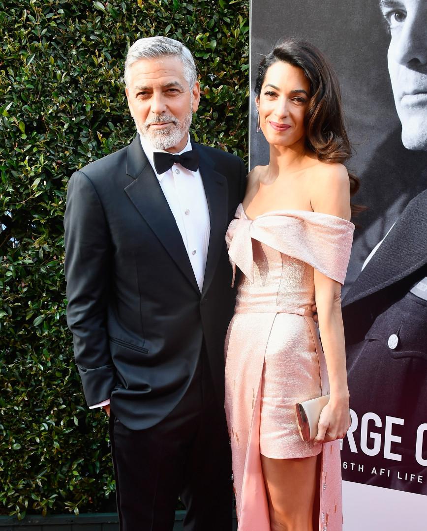 George e Amal Clooney encantam com cumplicidade em passadeira vermelha