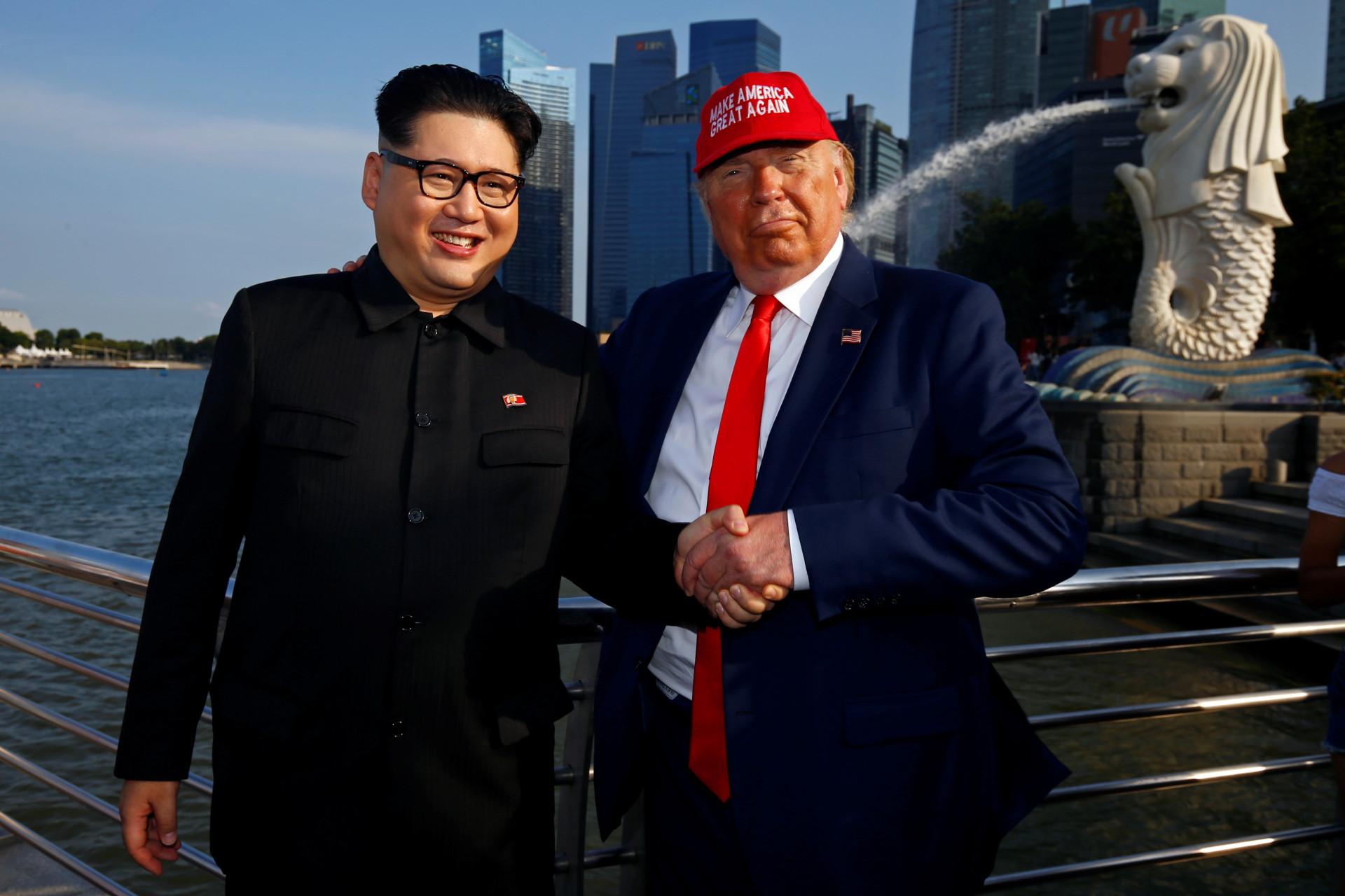 Sósias de Trump e Kim Jong-un surpreendem populares em Singapura