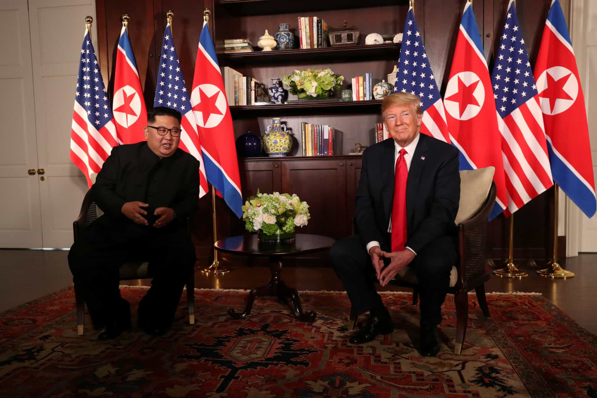 "Kim Jong-un e Donald Trump assinam documento ""histórico"""