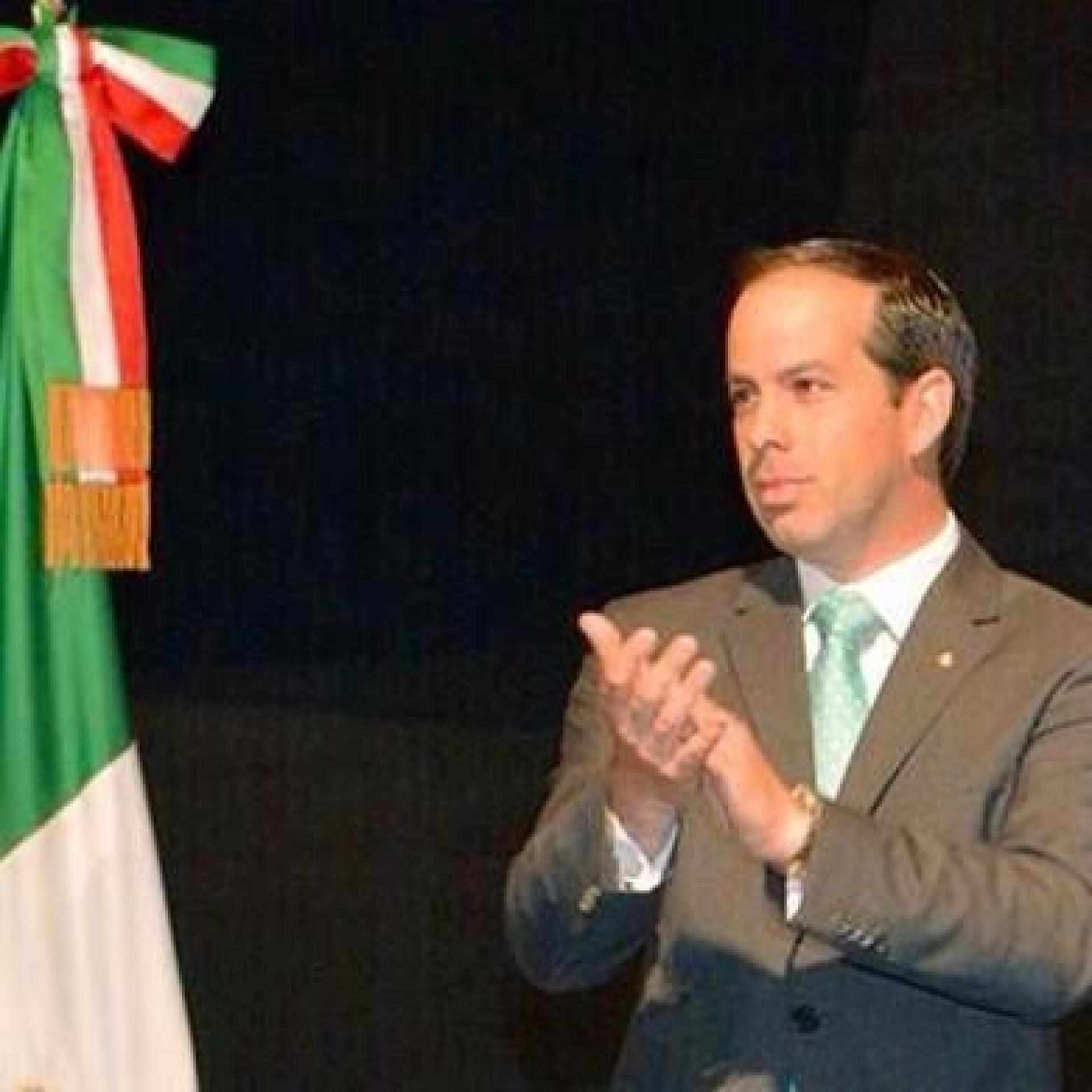 Político mexicano morto quando tirava selfie com apoiante