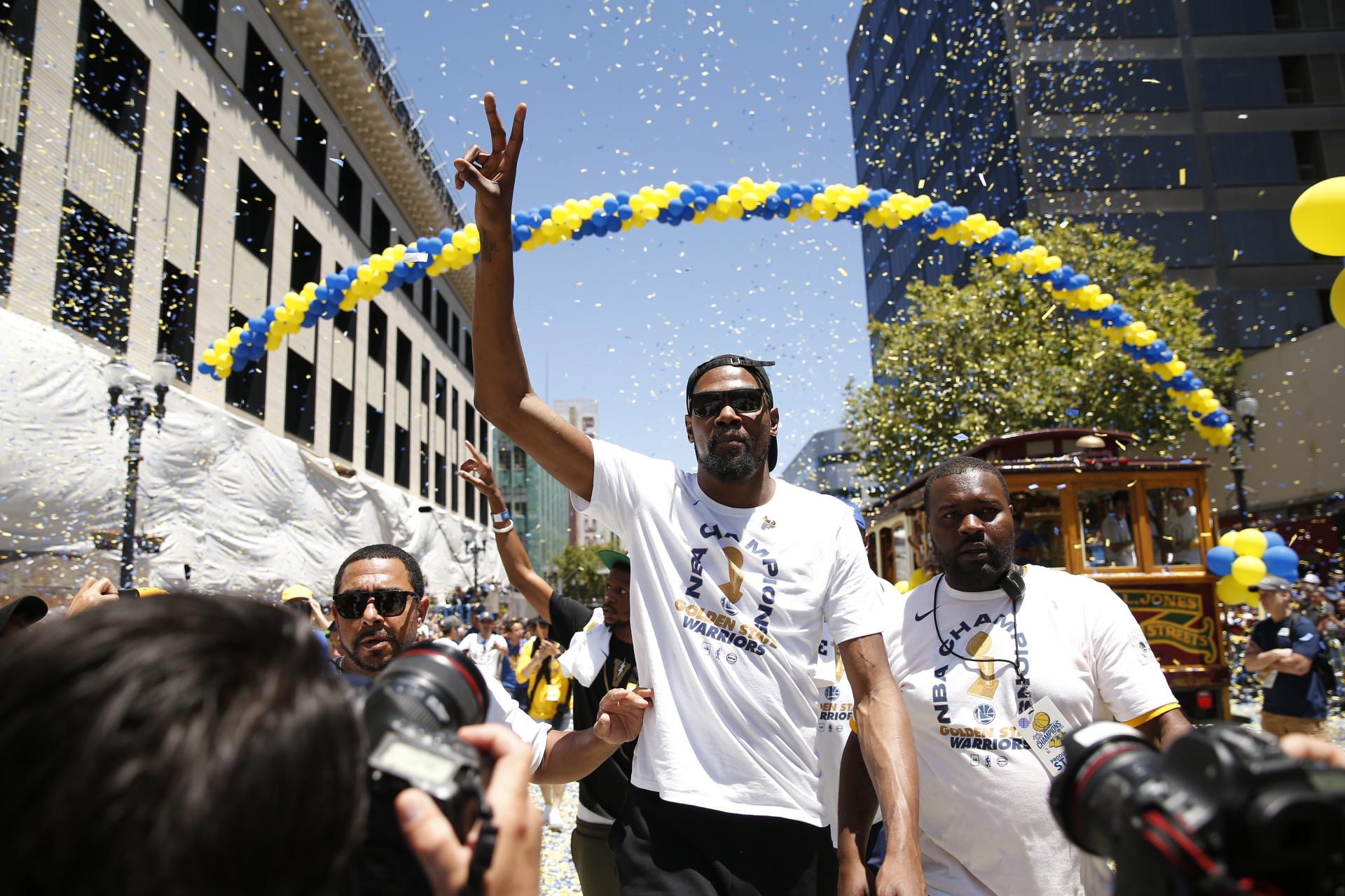 Campeões da NBA gastaram mais de... 500 mil dólares em álcool