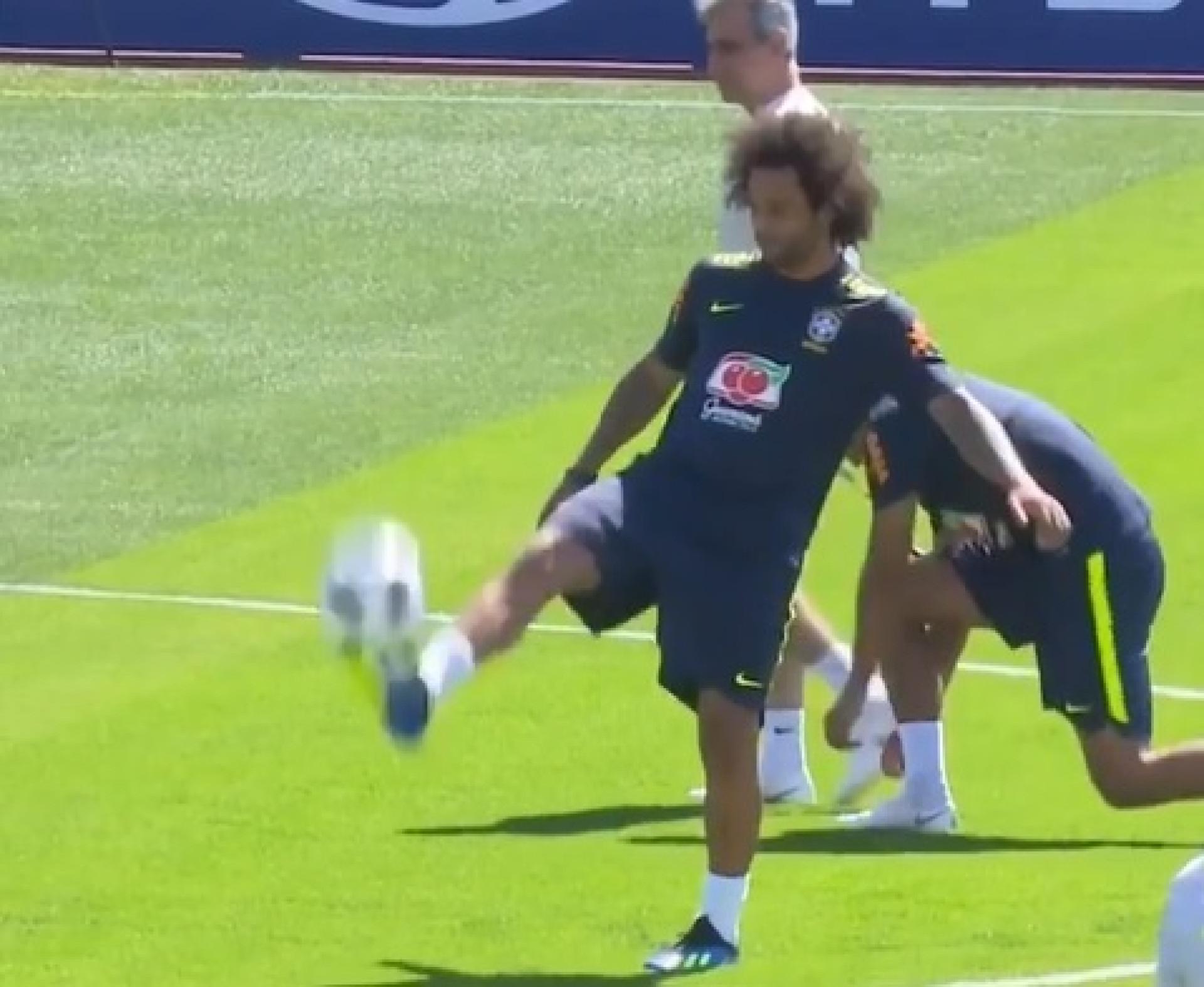 Há coisas incríveis, mas este controlo de bola de Marcelo... é fenomenal