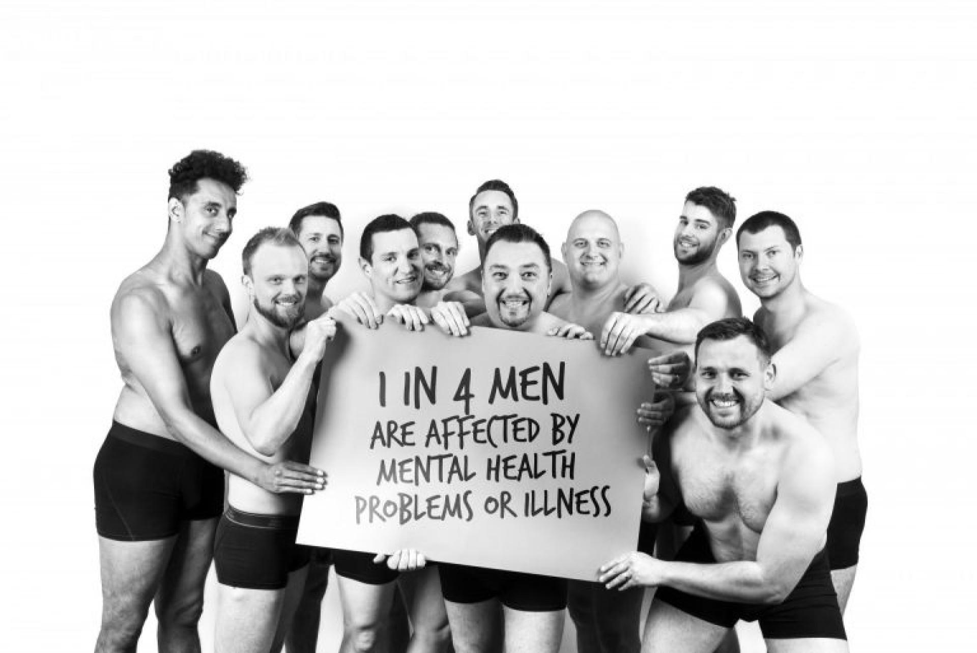Estes pais despiram-se para alertar para a saúde mental masculina