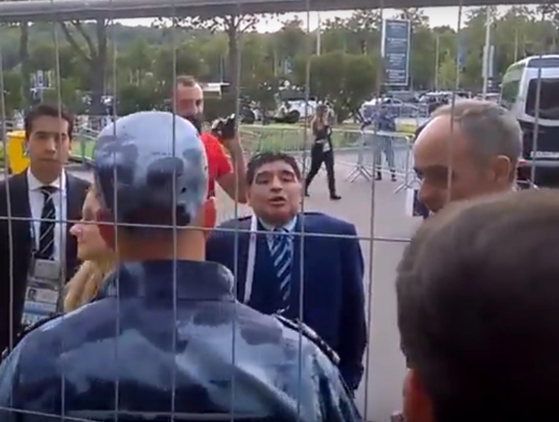 Maradona barrado na estreia do Mundial. Polícia não o reconheceu