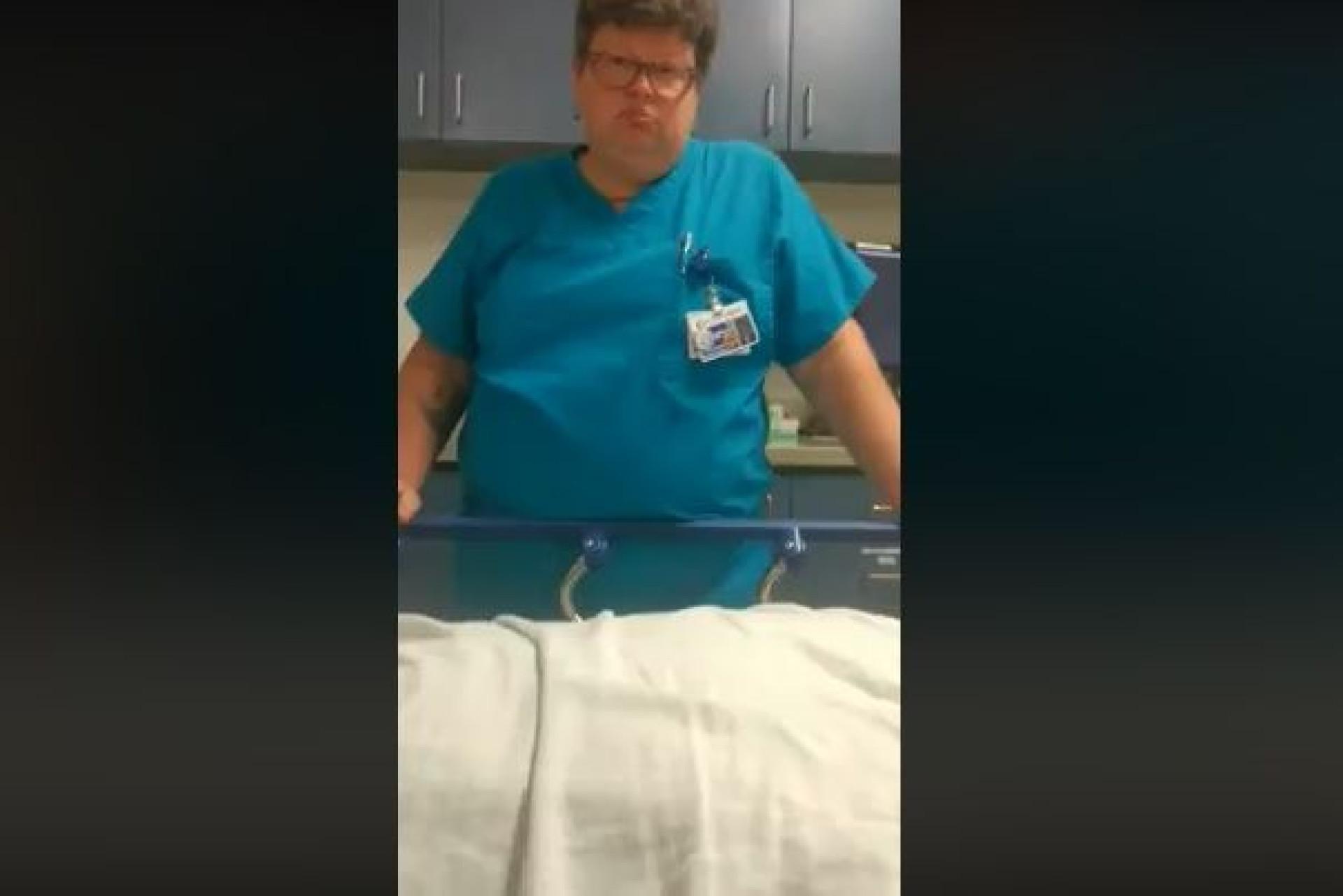 Médica suspensa por ridicularizar jovem doente