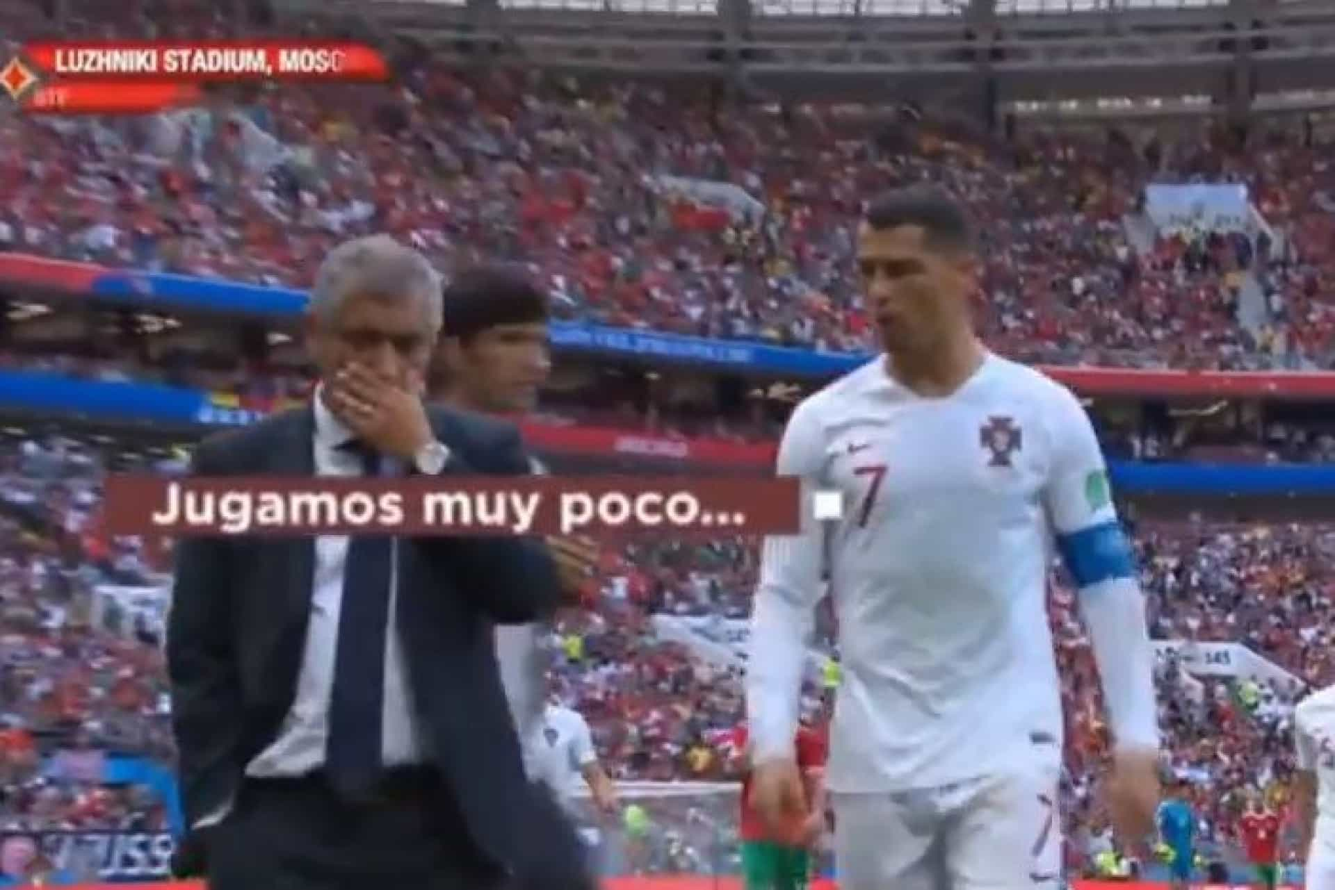 Cristiano Ronaldo deu 'achega' a Fernando Santos ao intervalo