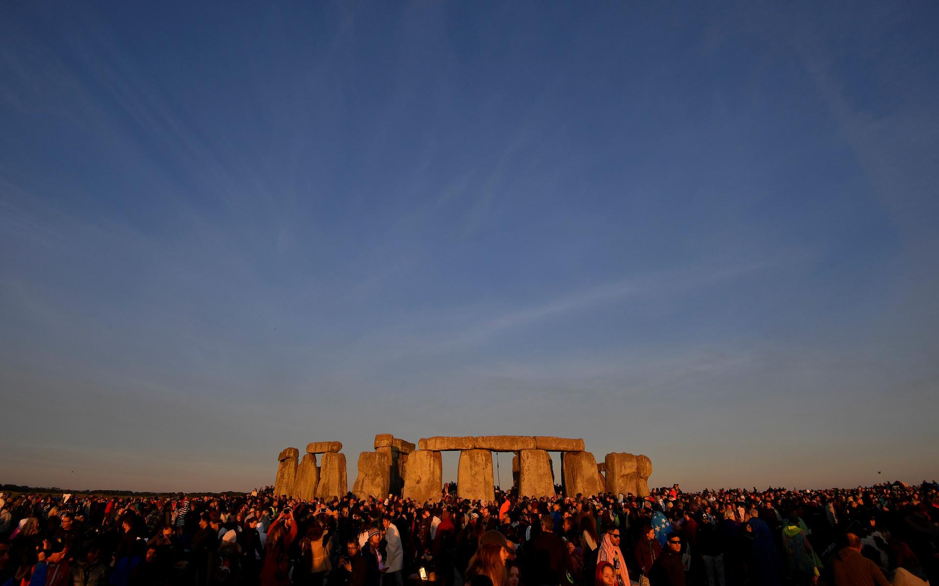Entre lendas e memória. Assim recebeu Stonehenge o solstício de verão