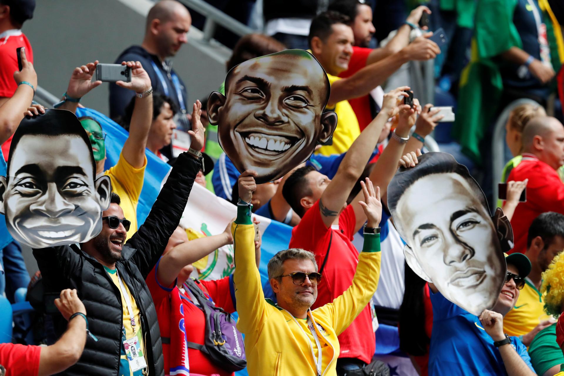 Muito apoio e... beleza nas bancadas do Brasil-Costa Rica