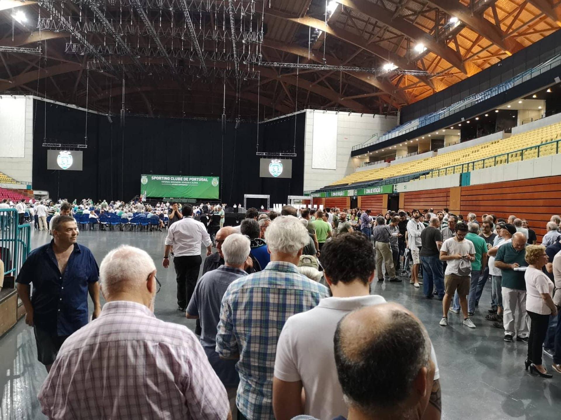 AG do Sporting ao minuto: BdC discursou, foi aplaudido e saiu de cena