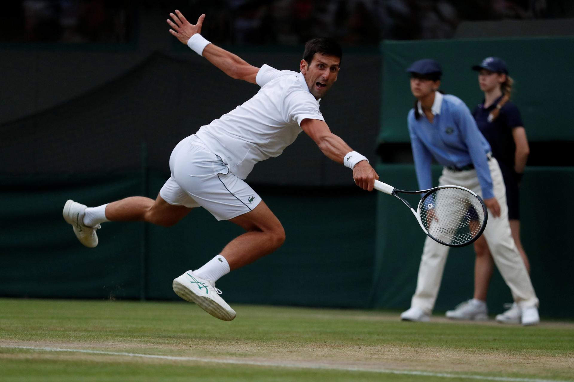 Wimbledon: Djokovic ameaça árbitro português com uma bolada