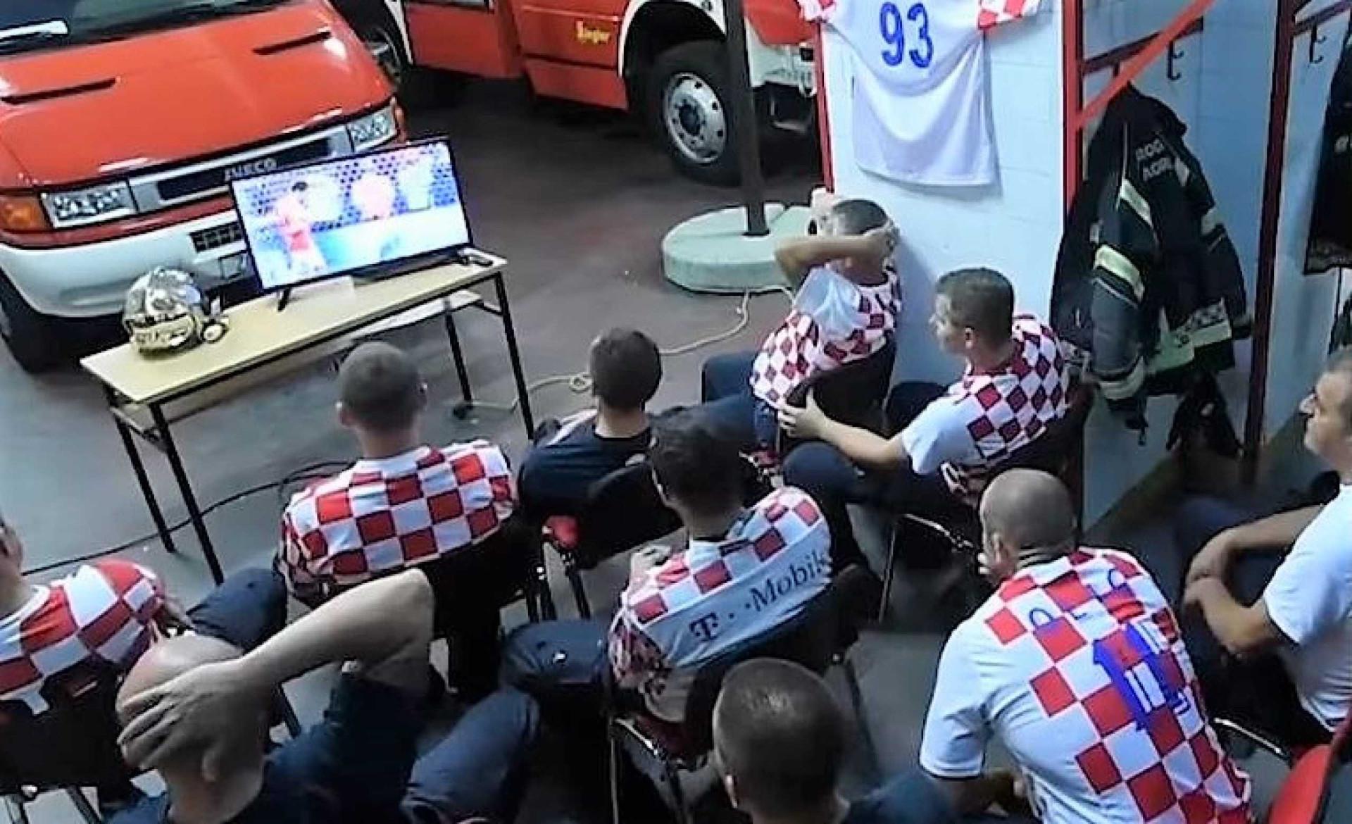 Assistiam a penáltis da Croácia, alarme tocou. Bombeiros reagiram assim