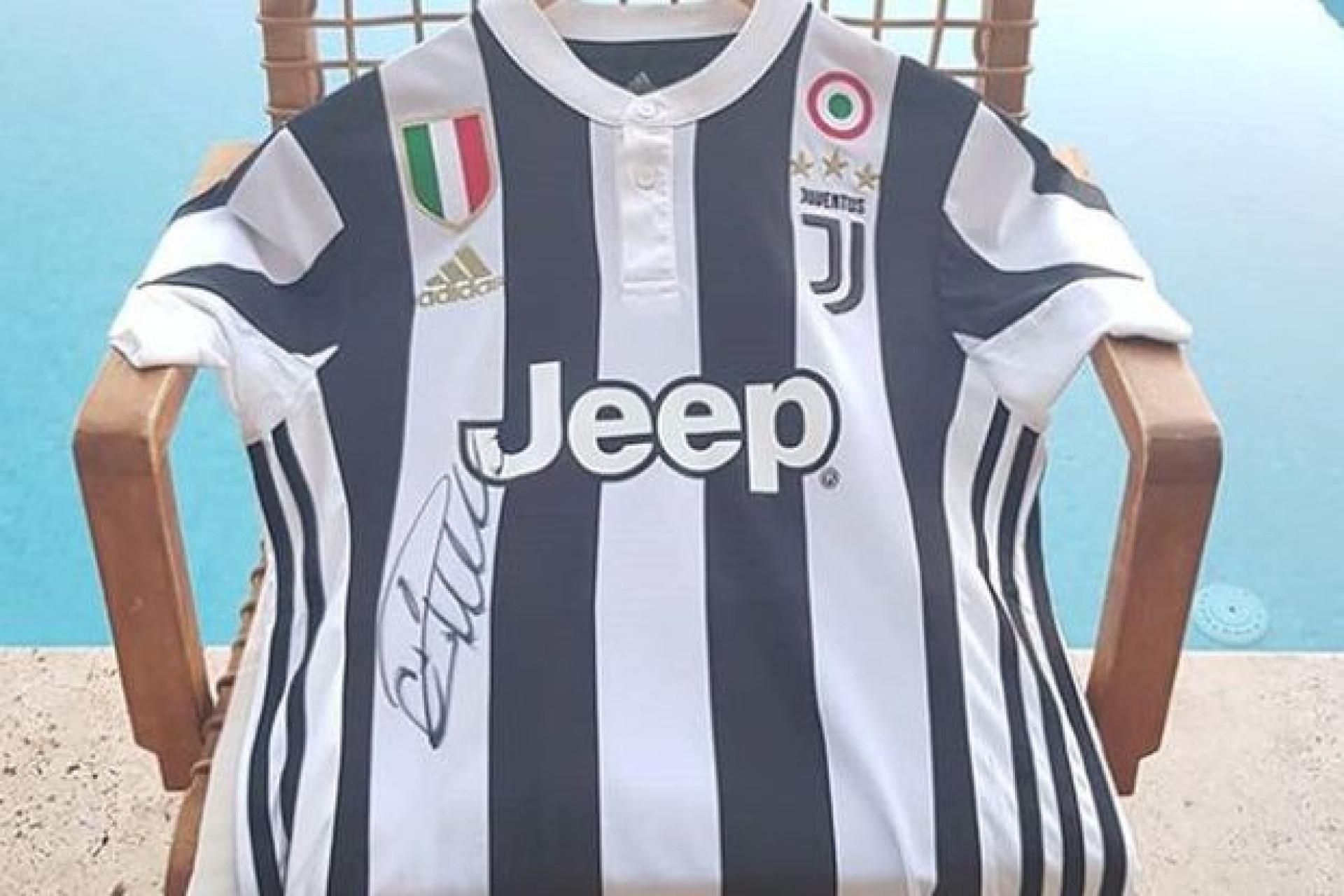 O primeiro autógrafo de Cristiano Ronaldo como jogador da Juventus
