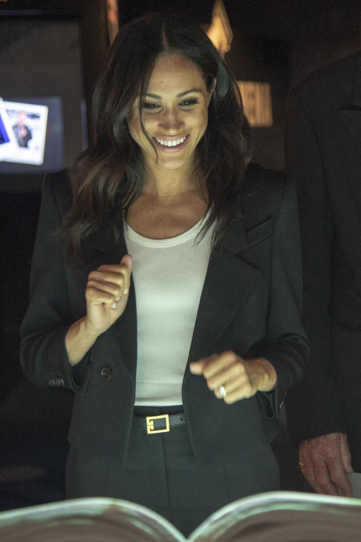 Meghan Markle usa pela primeira vez calças em evento oficial após casar