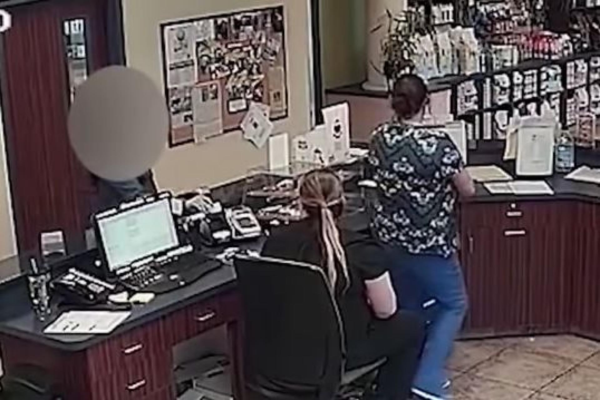Vítima de agressões, deixa pedido de socorro em visita a veterinário