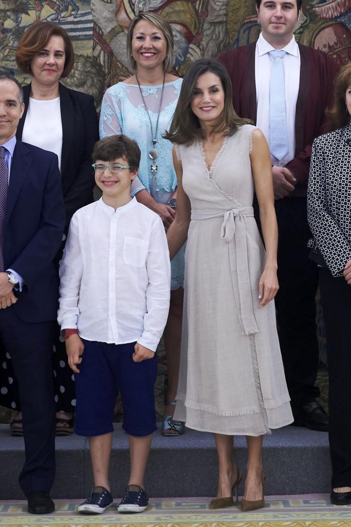 Rainha Letizia deslumbra com vestido elegante que custa 189 euros