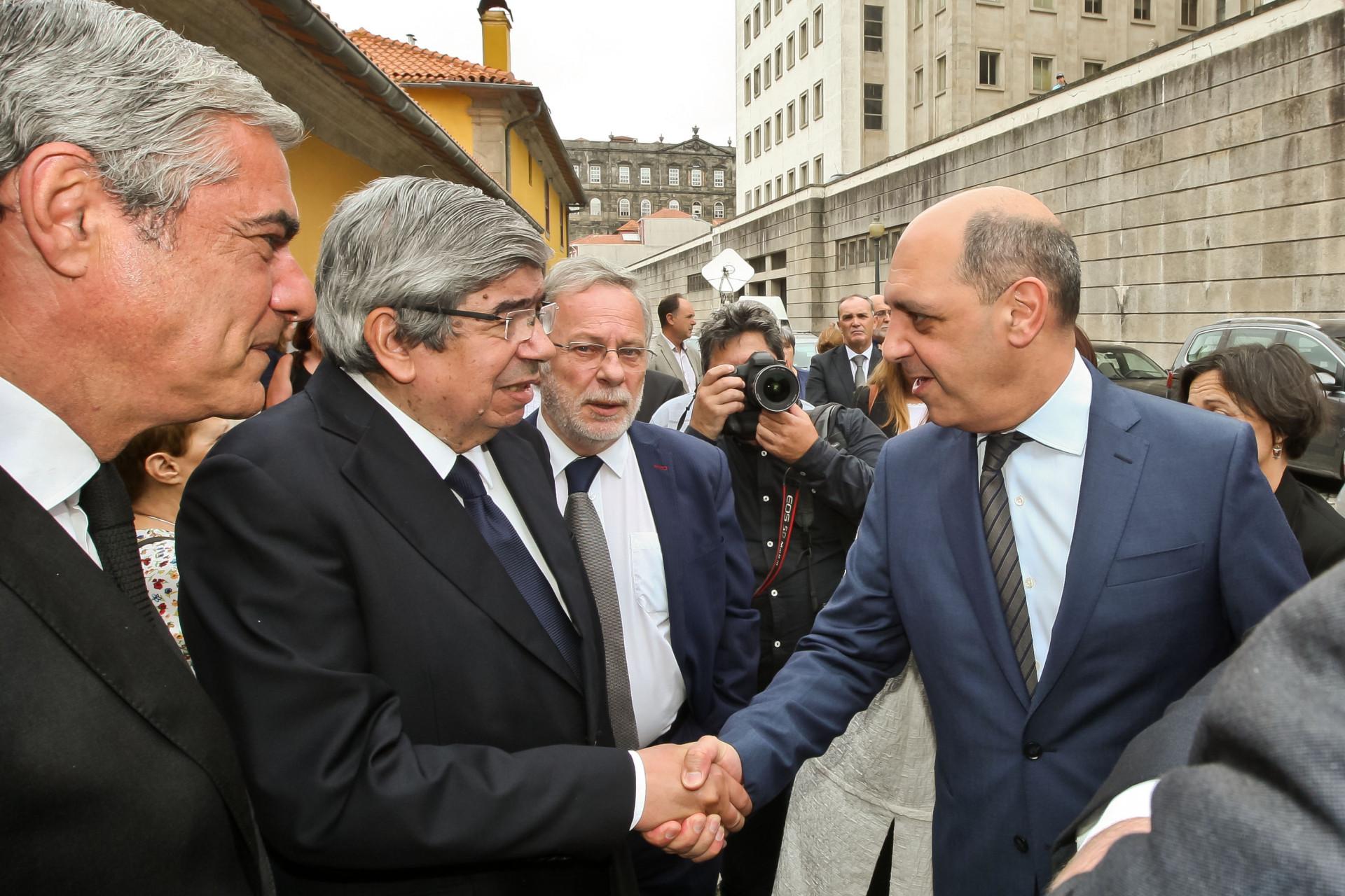 """Palmas na despedida ao homem """"elegante"""" com """"capacidade de unir"""""""