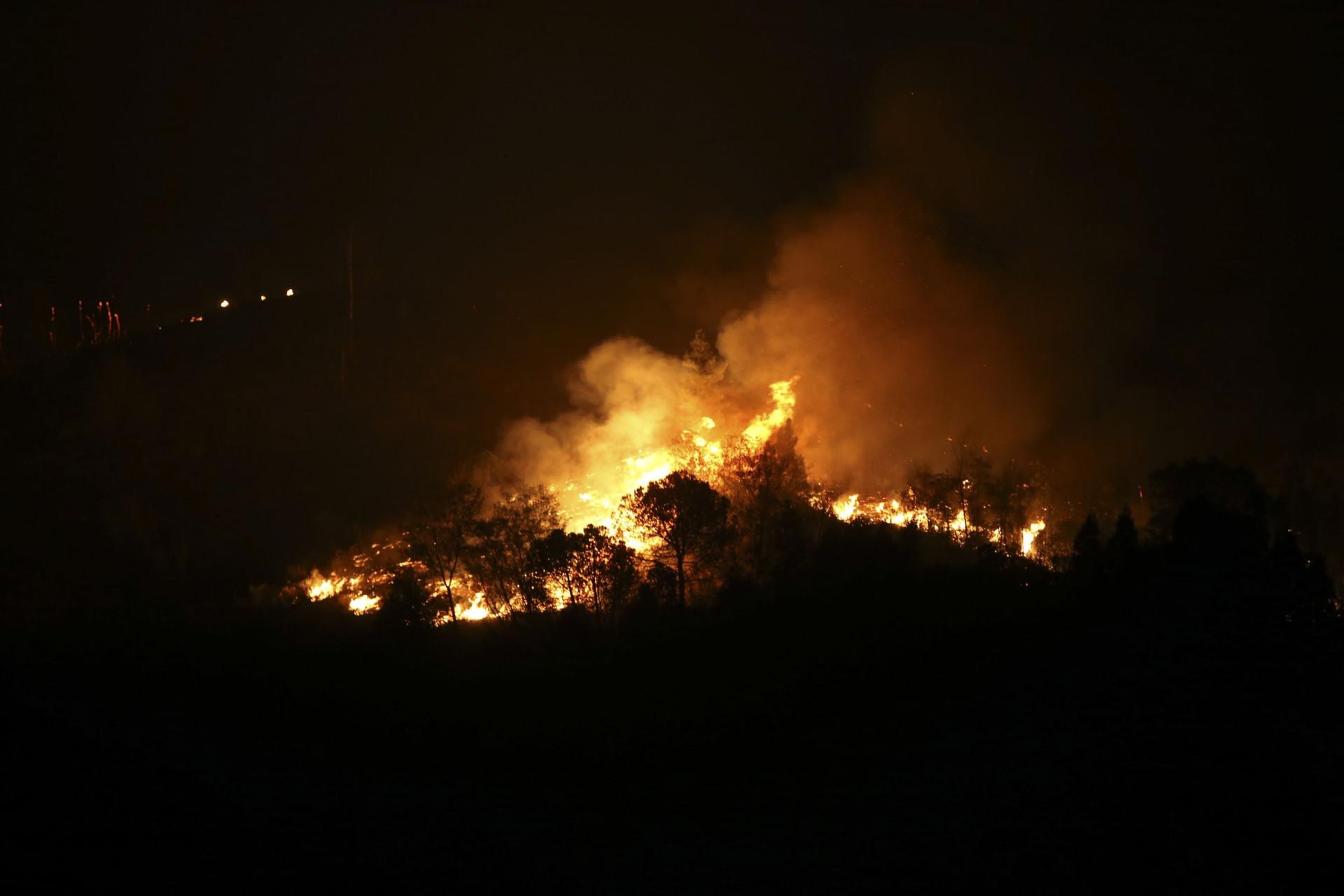 Incêndio em Monchique não dá tréguas: Imagens documentam 'inferno'