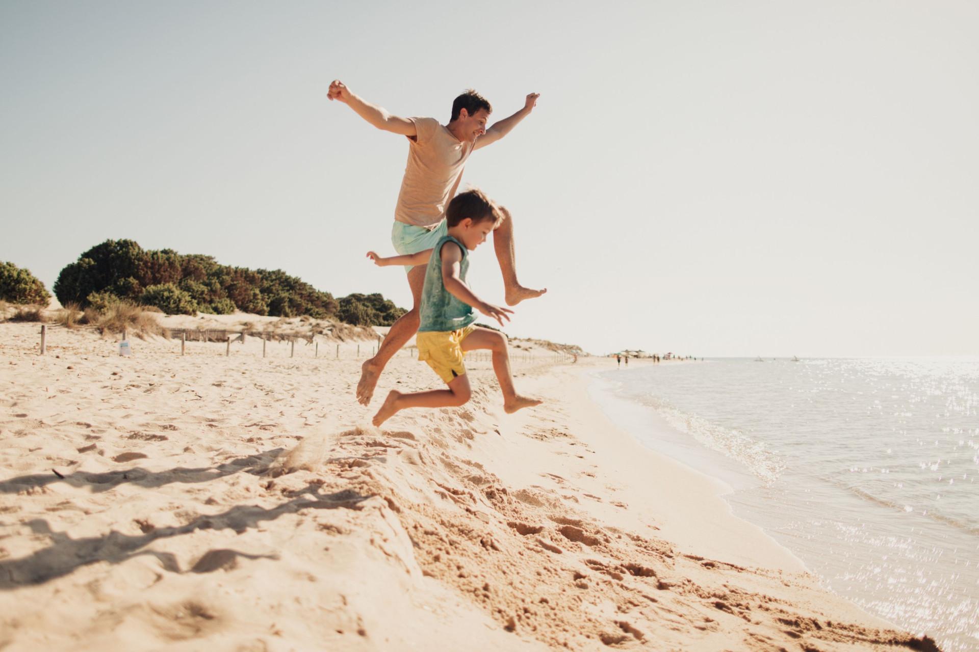 Oito coisas que não deve fazer na praia (e que provavelmente faz)