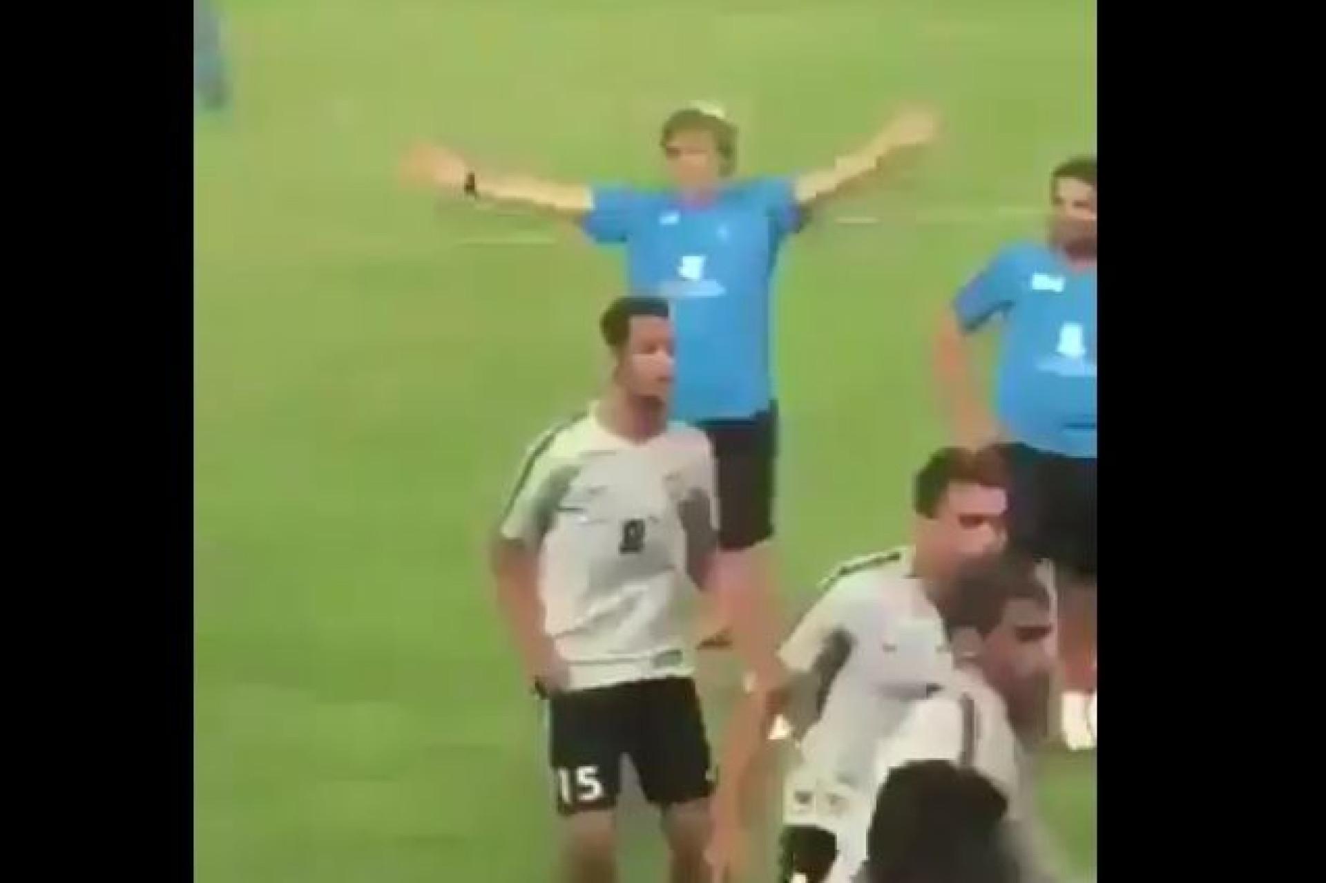 Jorge Jesus como nunca o viu: Treinador fez a festa com adeptos no treino