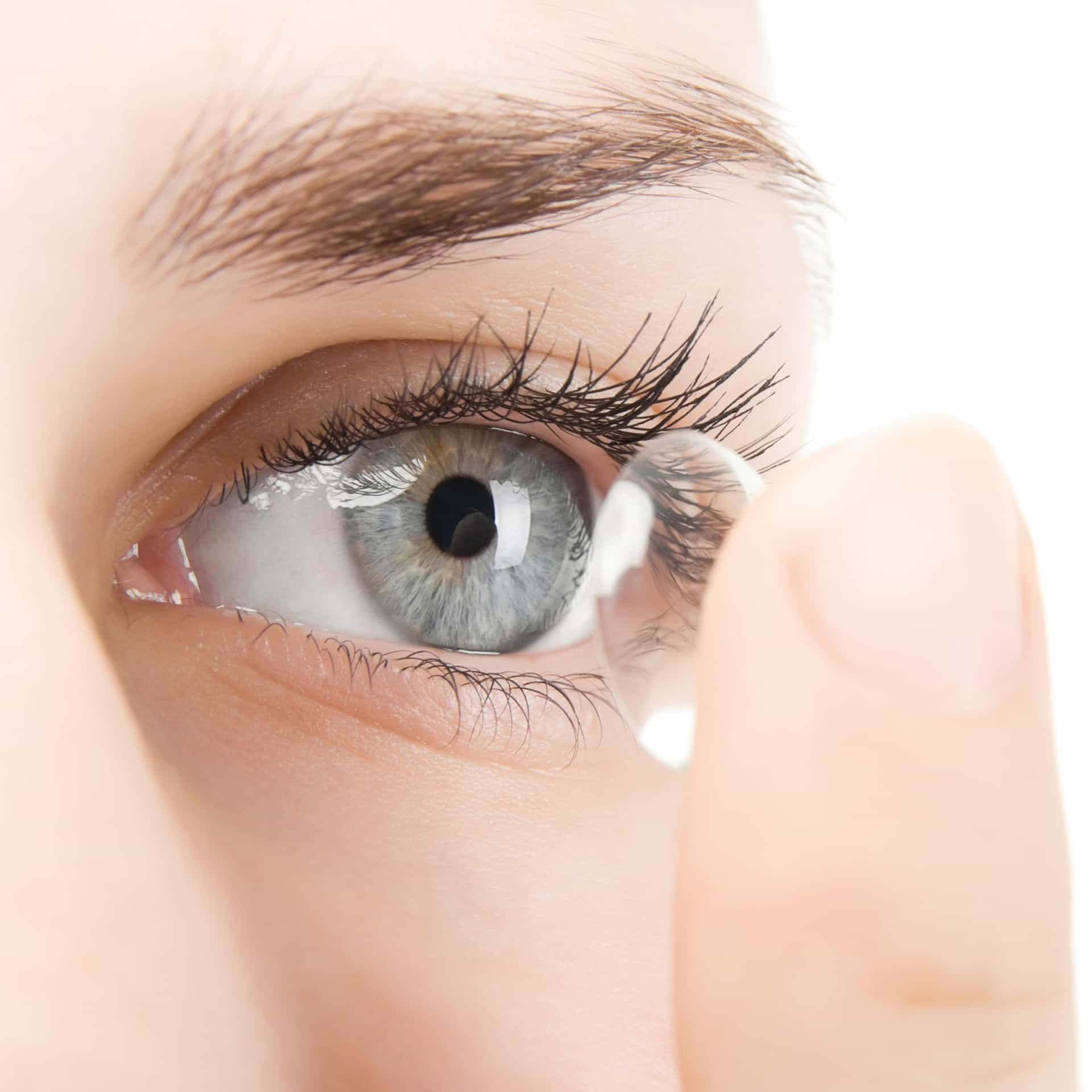 Sete coisas que nunca deve fazer se usa lentes de contacto