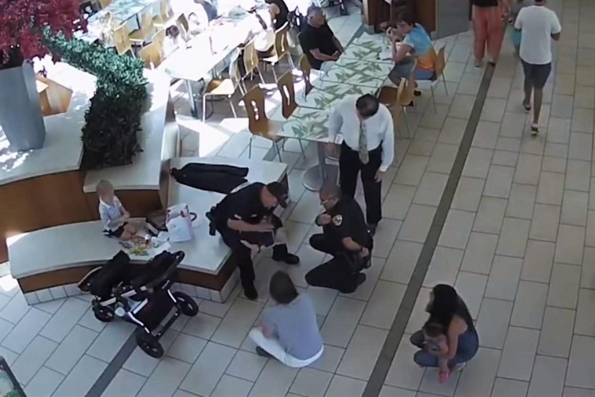 Local certo, hora certa. Polícias a almoçar salvam bebé de sufocamento