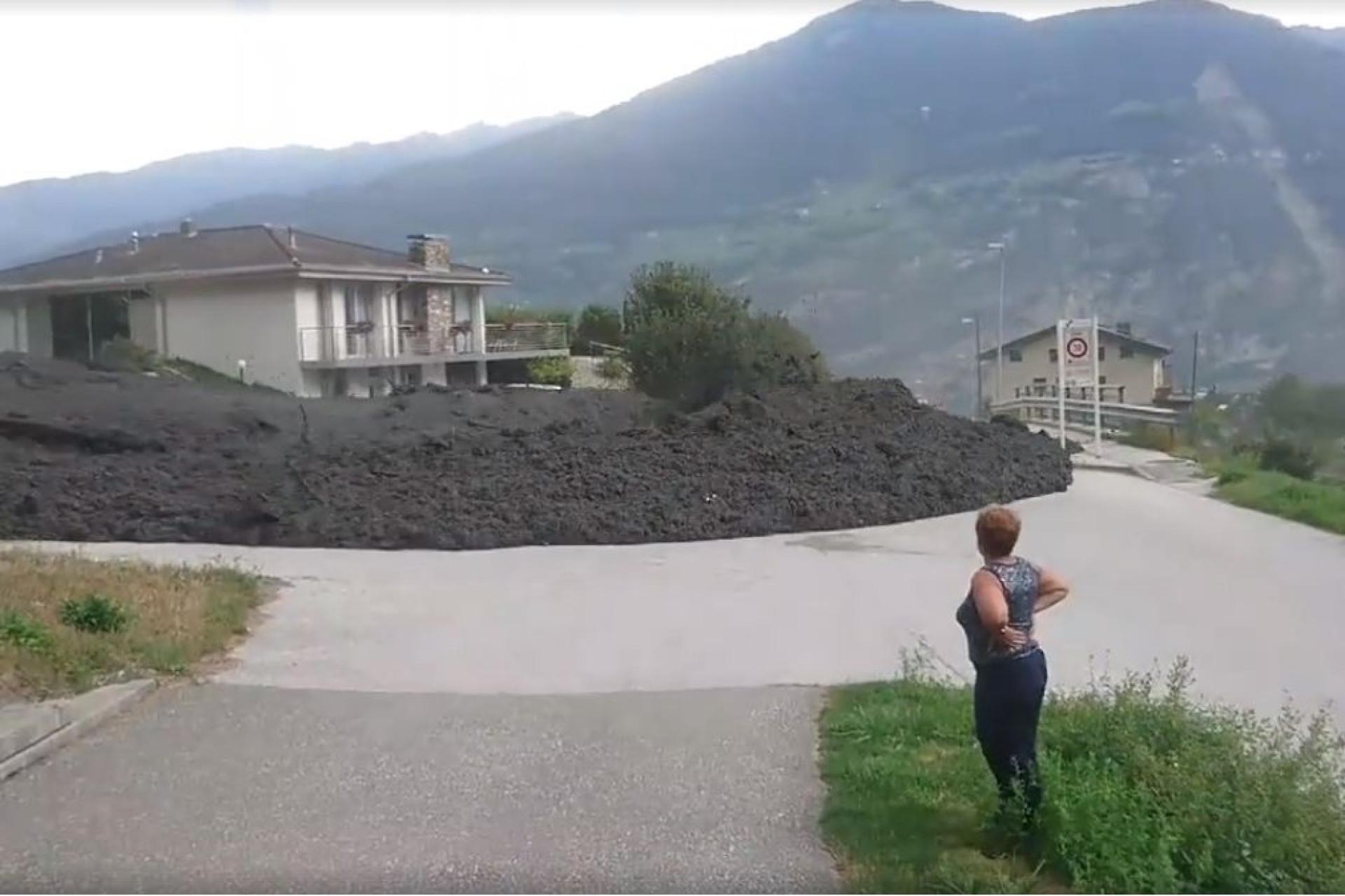'Onda' de lama invade vila suíça após deslizamento de terras