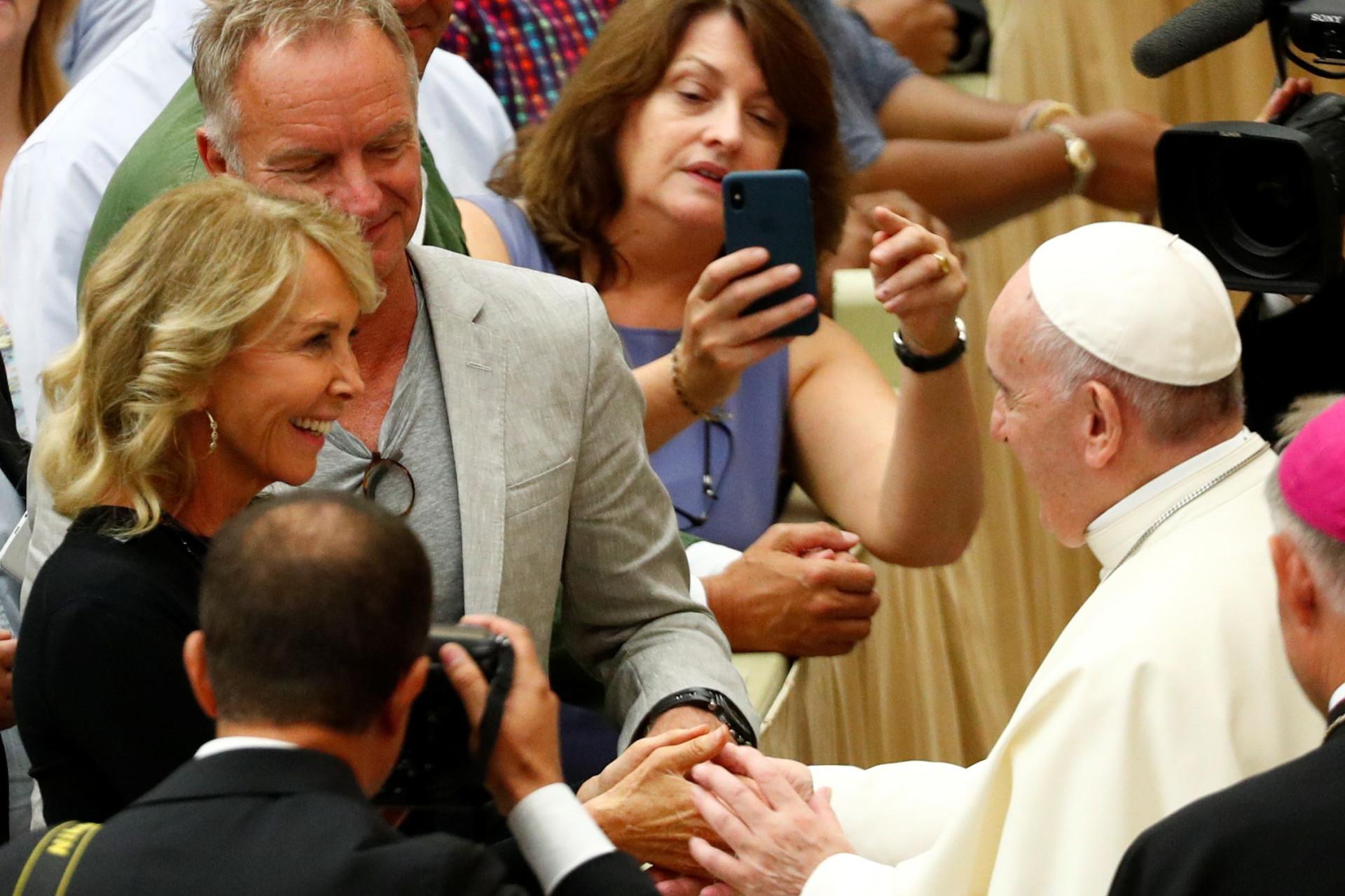 Sting encontra-se com Papa Francisco no Vaticano