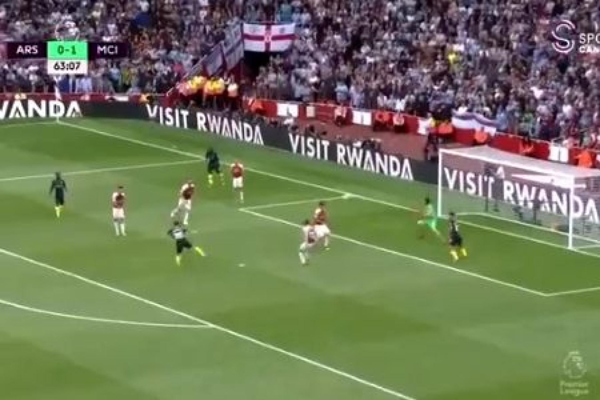 Bernardo Silva marca golaço ao Arsenal com remate colocadíssimo