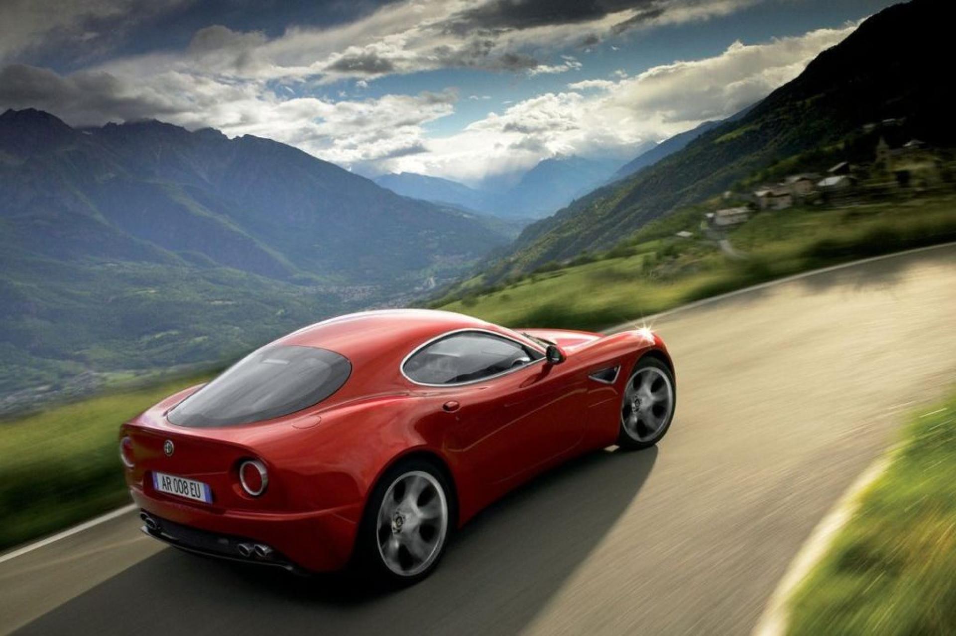 Alfa Romeo 8C: Um monstro com mais de 700 cavalos