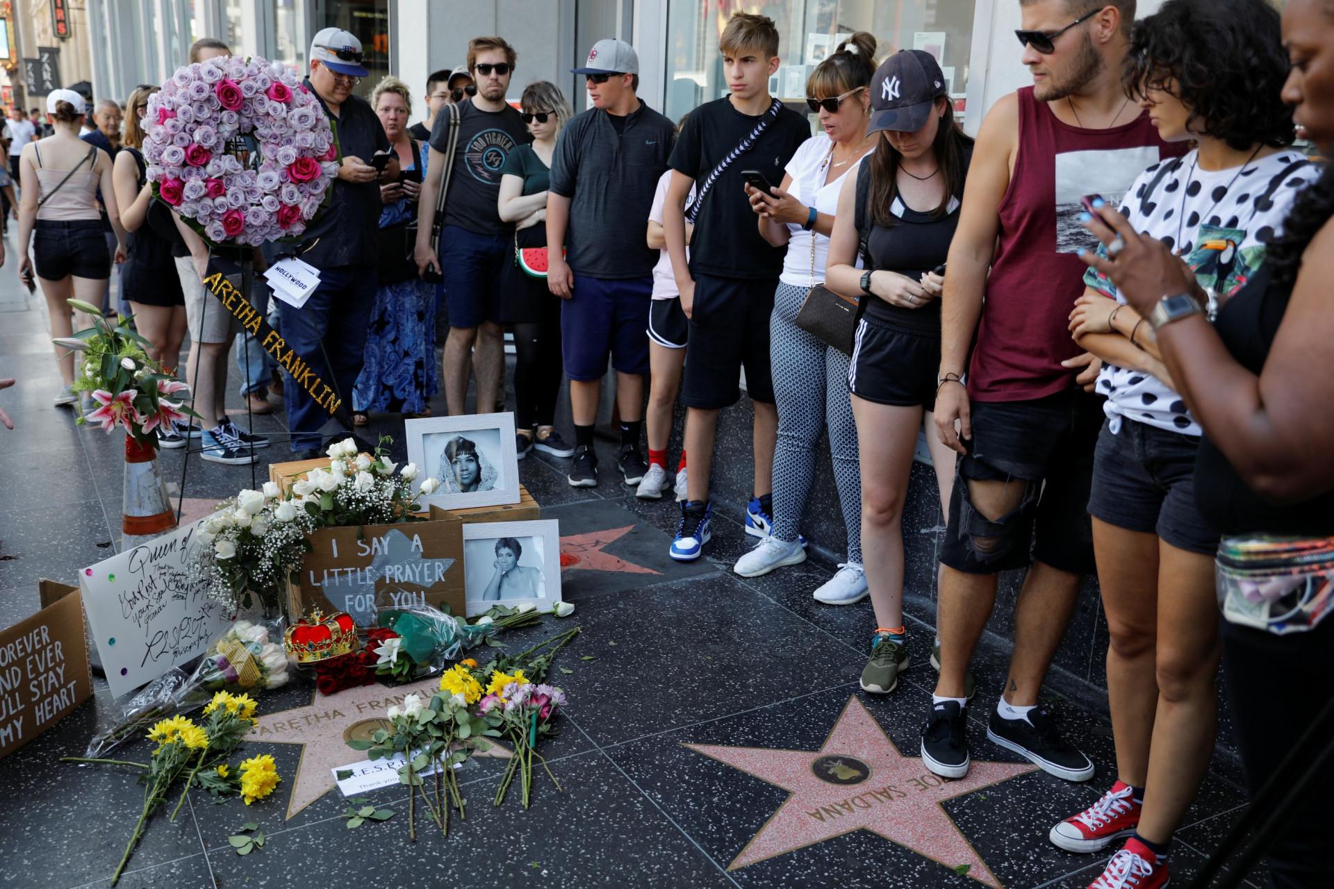 Na hora do adeus, o mundo mostra 'Respect' por Aretha Franklin