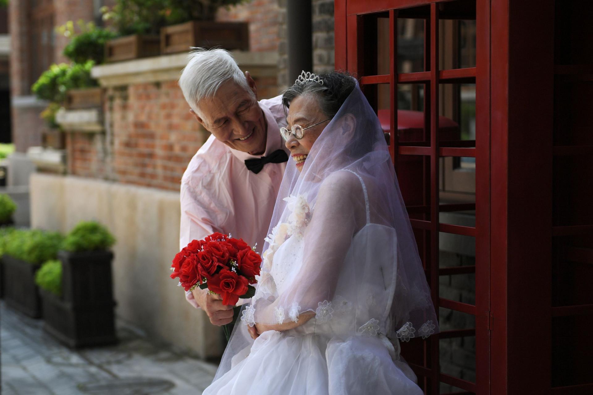 No dia de São Valentim chinês, o amor celebra-se com os mais experientes