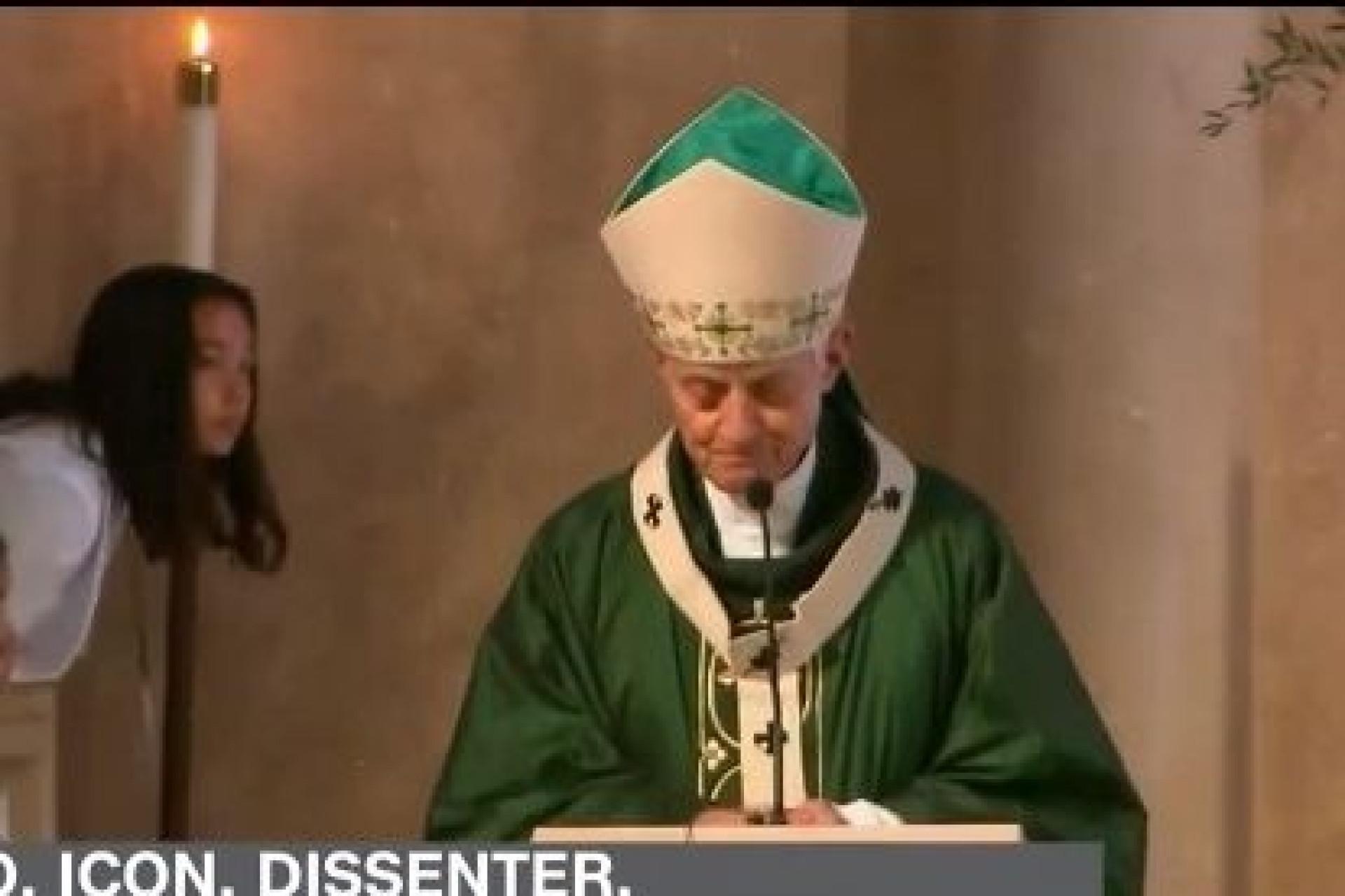 """Após escândalo, homem pede a cardeal que tenha """"vergonha"""" durante missa"""