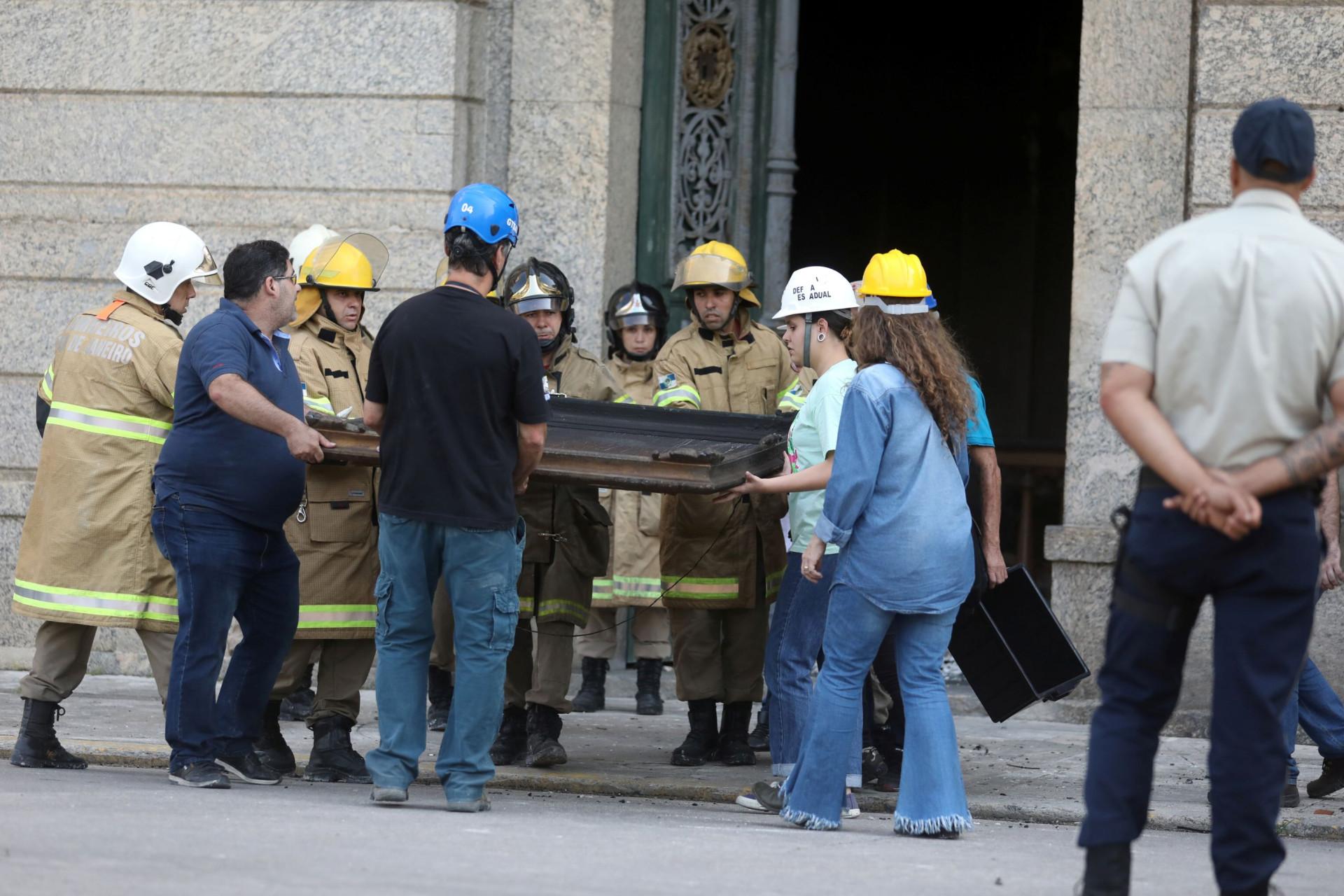 Foi isto que restou após incêndio no Museu Nacional do Rio de Janeiro