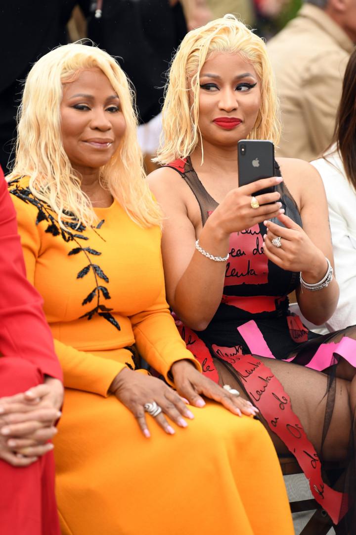 Nicki Minaj 'brilha' ao lado da mãe na Semana da Moda de Nova Iorque
