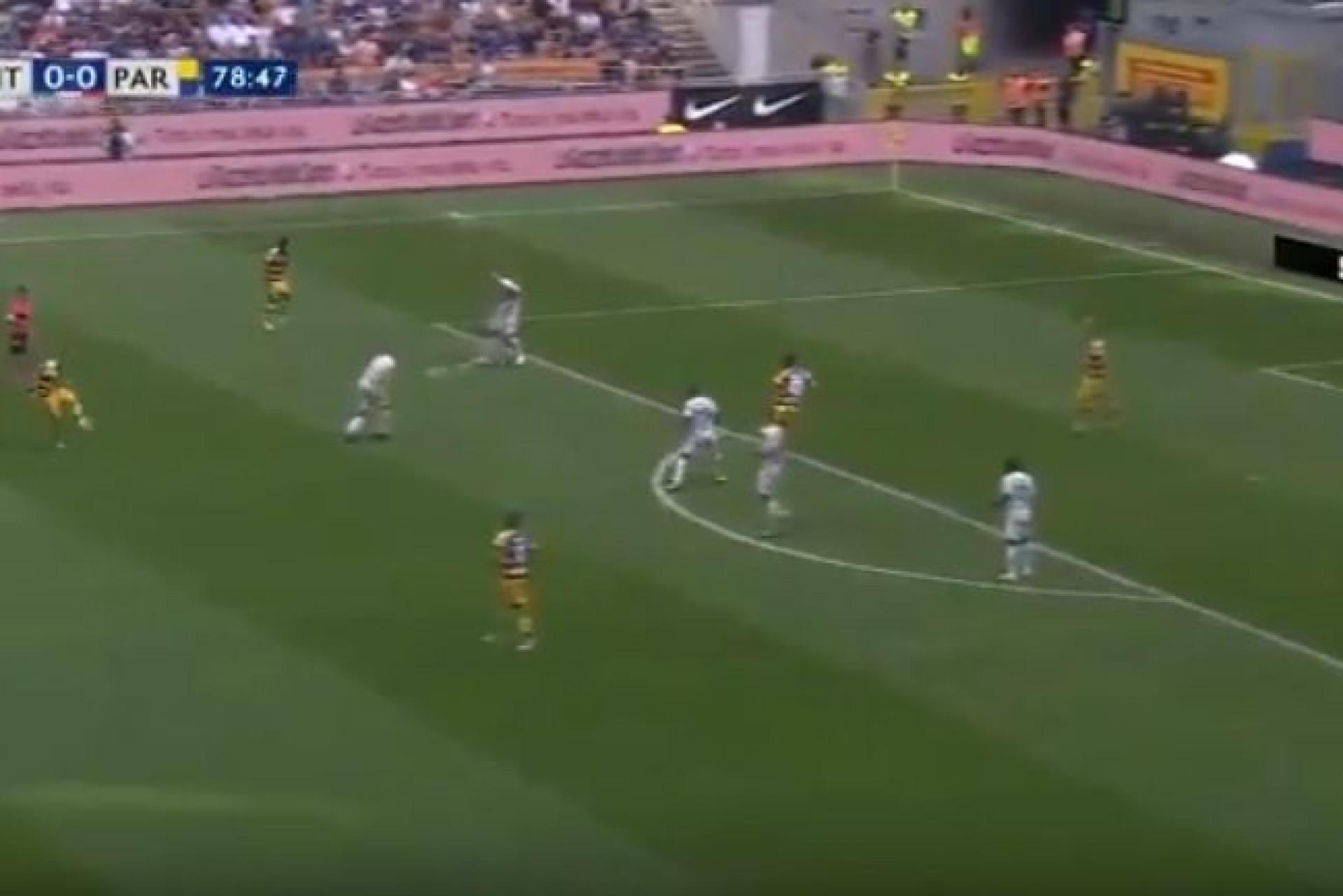 Dimarco 'tramou' o Inter com um golo 'à Roberto Carlos'