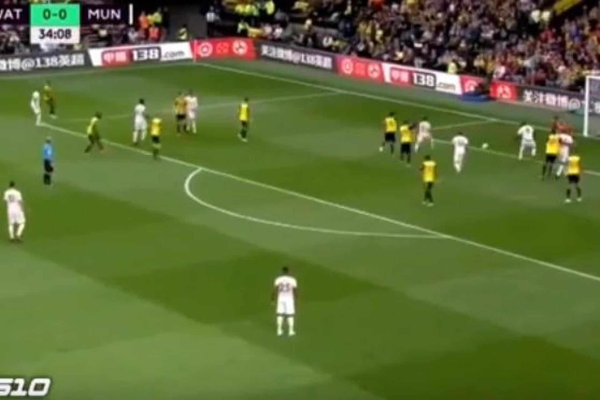 Lukaku empurra para o primeiro do United após jogada confusa