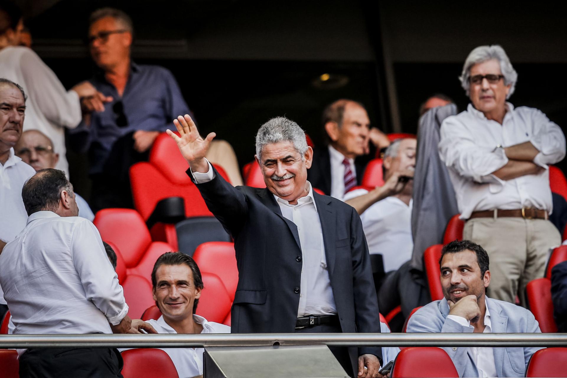 Luís Filipe Vieira volta ao ativo e assiste a jogo na tribuna da Luz