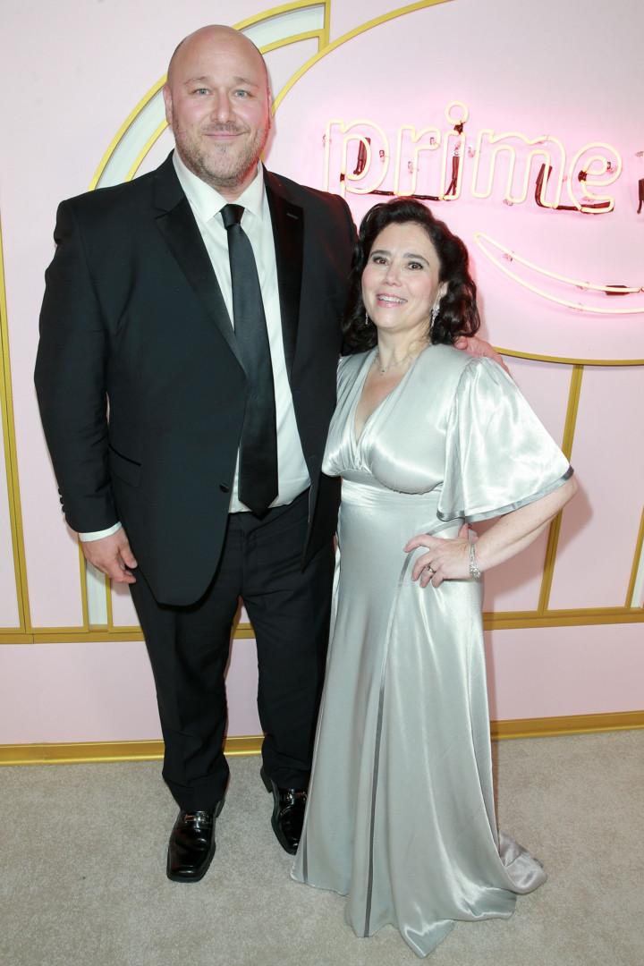 Alex Borstein reutilizou vestido do seu casamento para ir aos Emmy