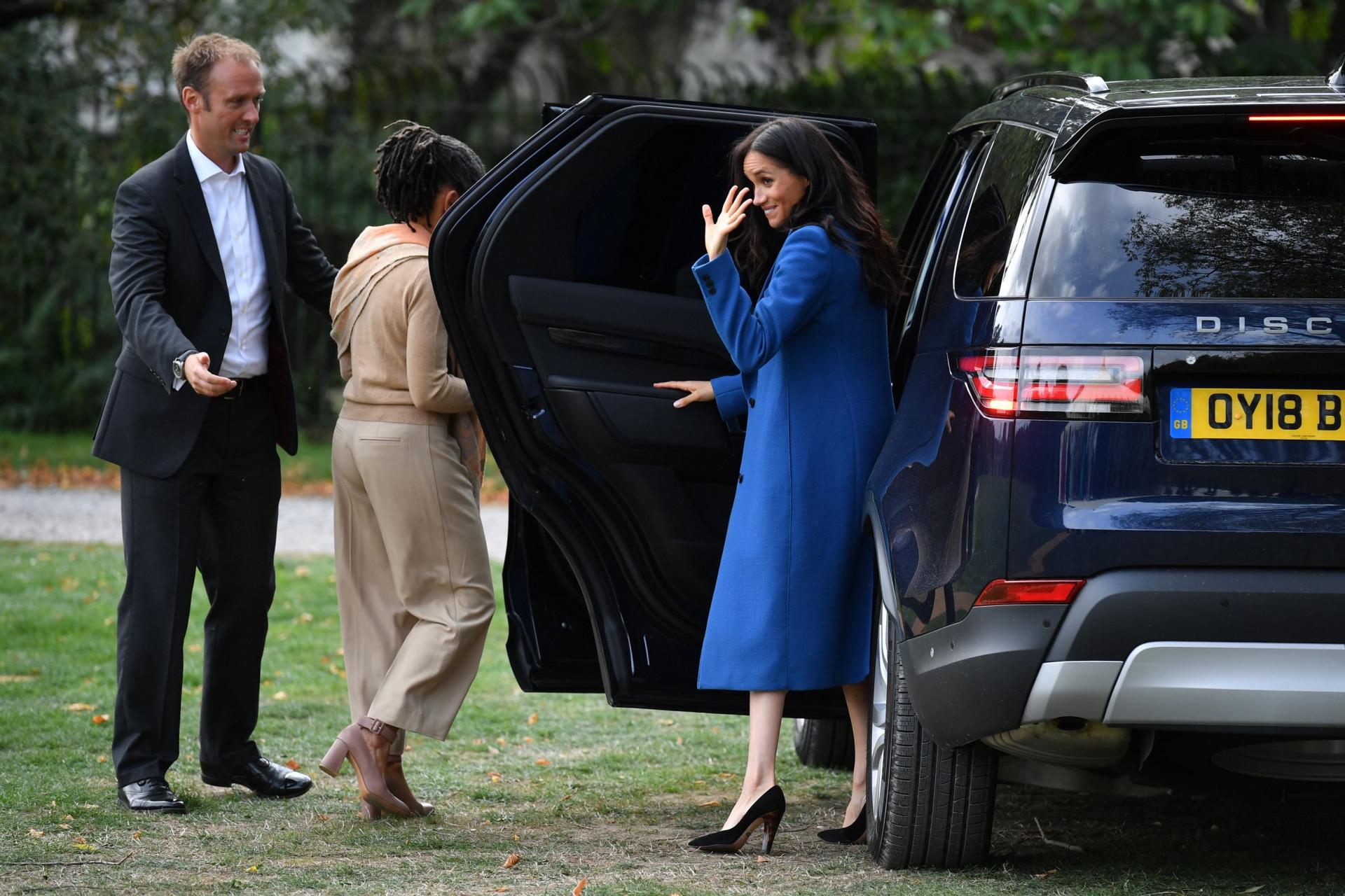Ao lado da mãe, Meghan Markle brilha no seu primeiro projeto como duquesa