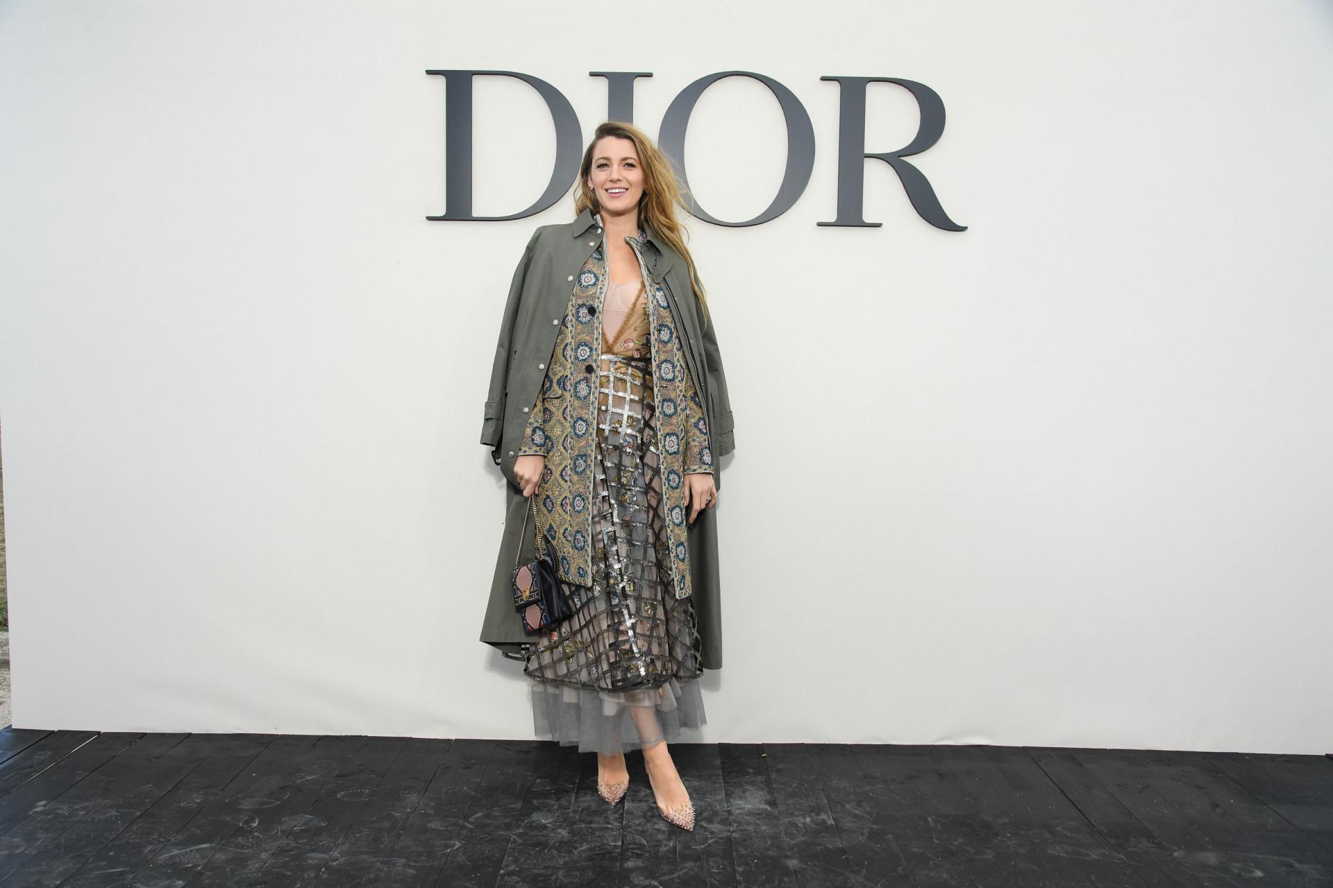 Blake Lively brilha com 'estilo princesa' em desfile da Dior