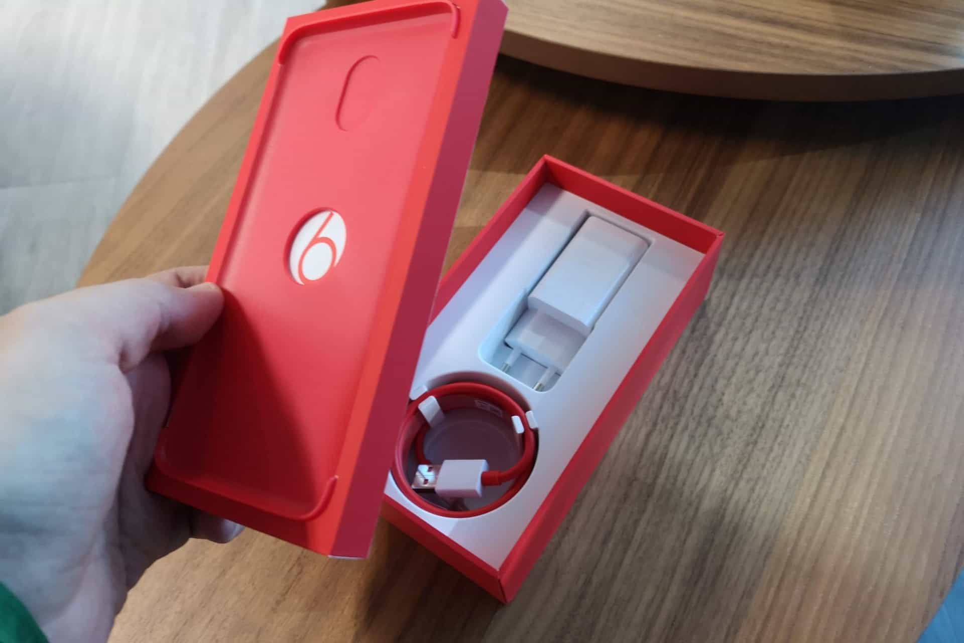 Consegue resistir a esta versão do OnePlus 6? Veja a galeria