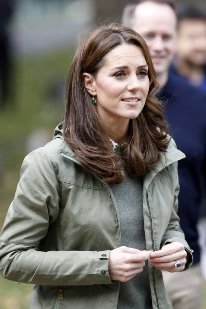 Kate Middleton usa visual descontraído no regresso aos eventos públicos