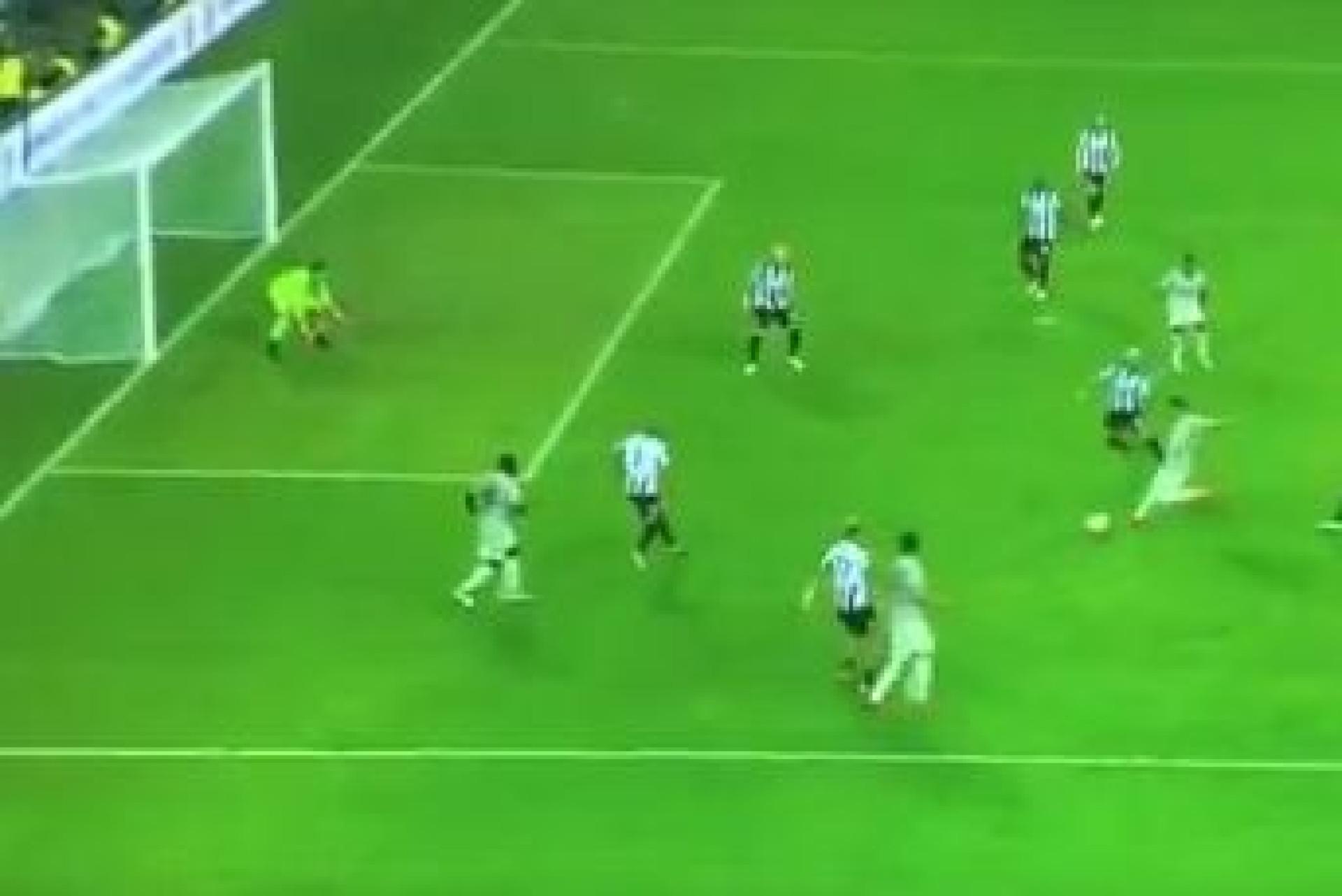 Depois de Bentancur ter 'roubado' o primeiro, Ronaldo assina o segundo