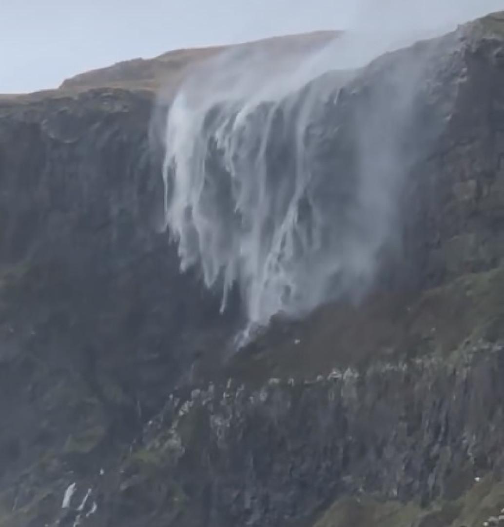 """Tempestade soprou água de cascata para cima. """"Foi incrível"""""""