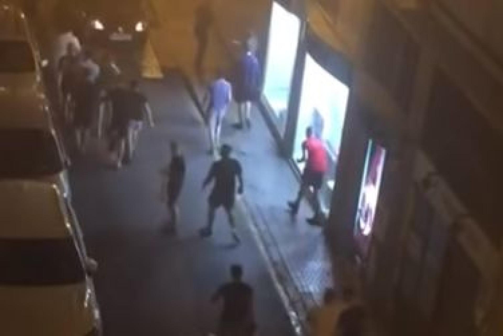 Hooligans deixam Espanha-Inglaterra em 'alerta vermelho'