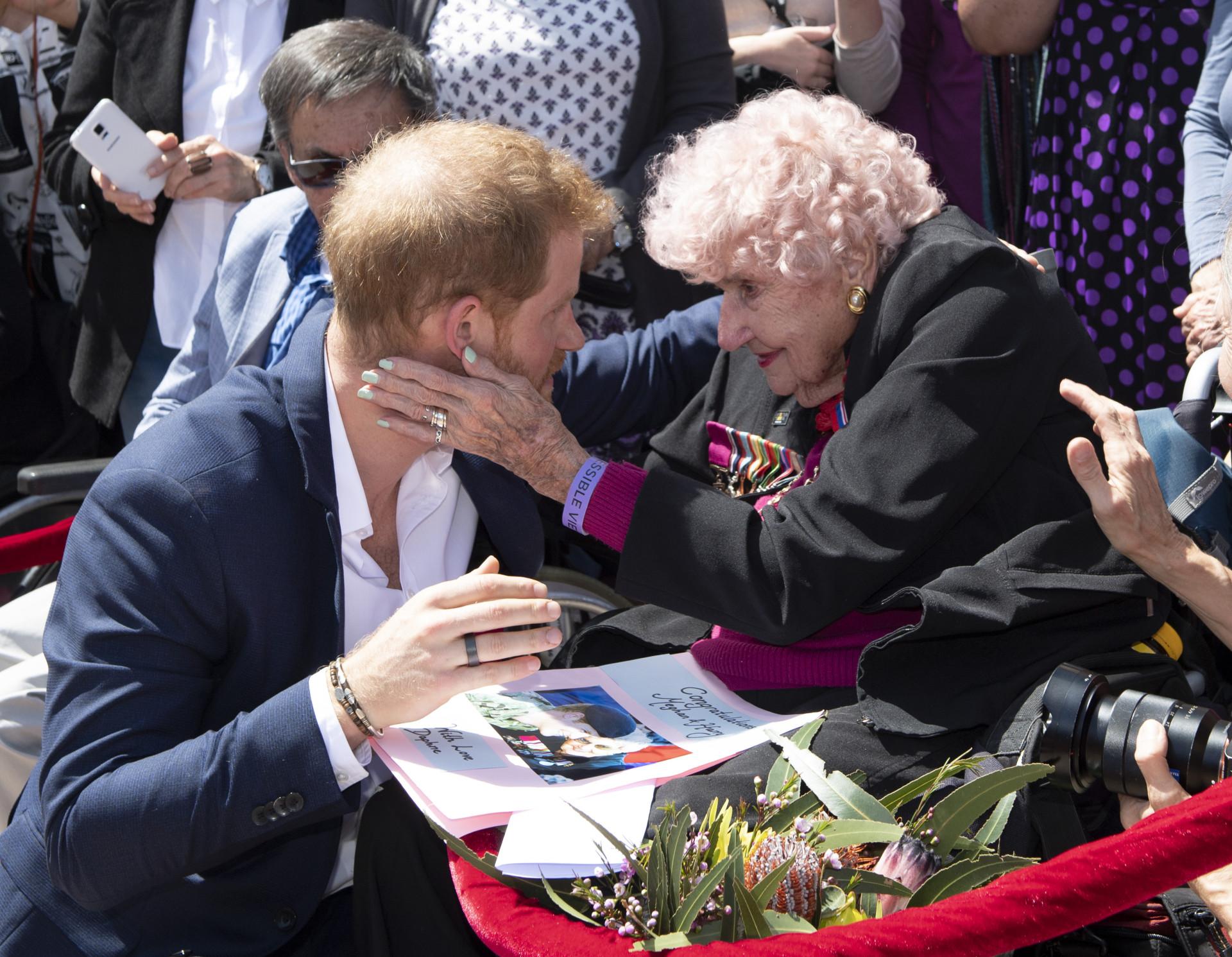 Daphne Dunne: A fã de 98 anos de Harry conheceu agora Meghan Markle