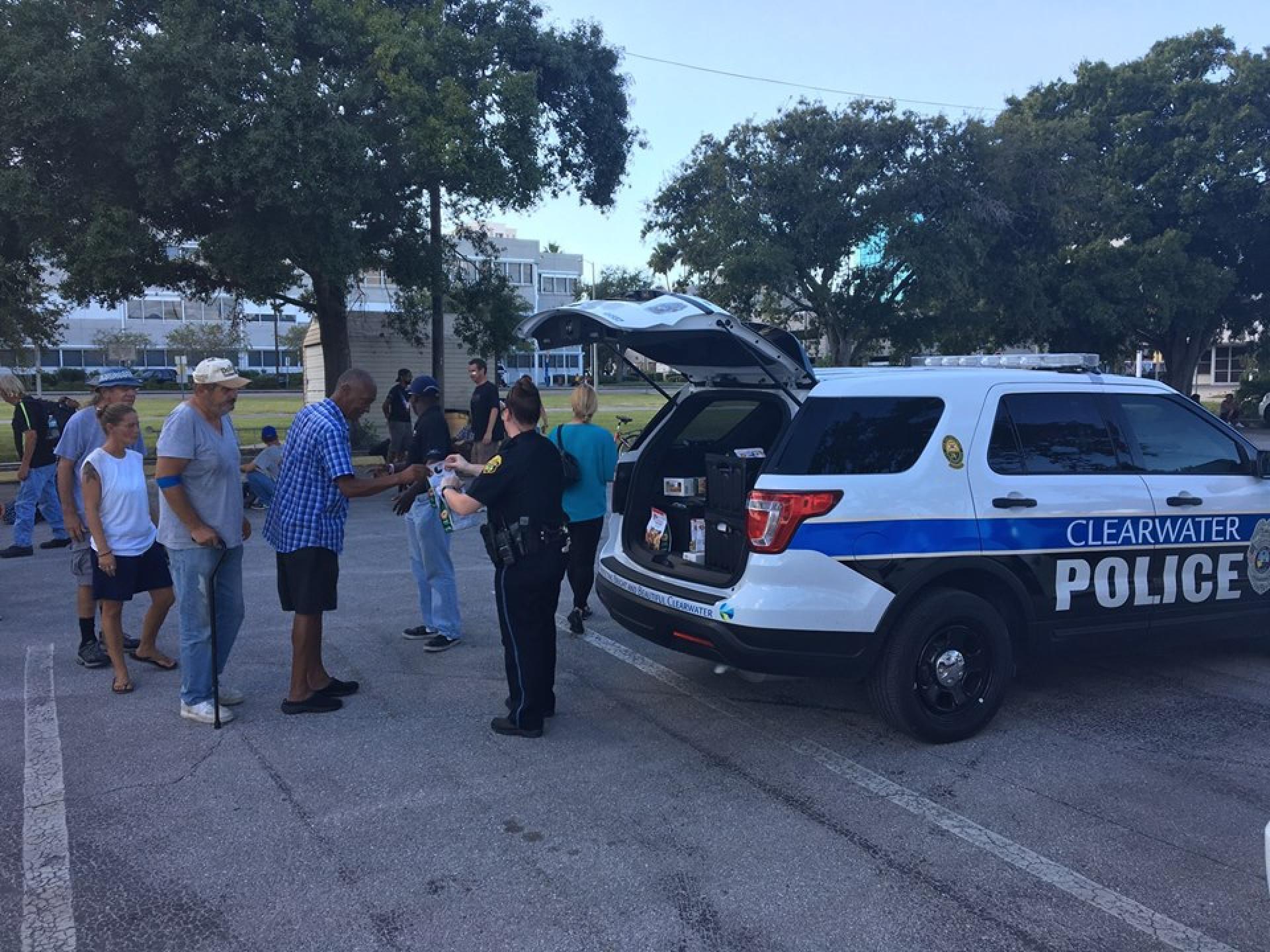 Polícia encontra carrinha de donuts roubada e dá-os a sem-abrigo